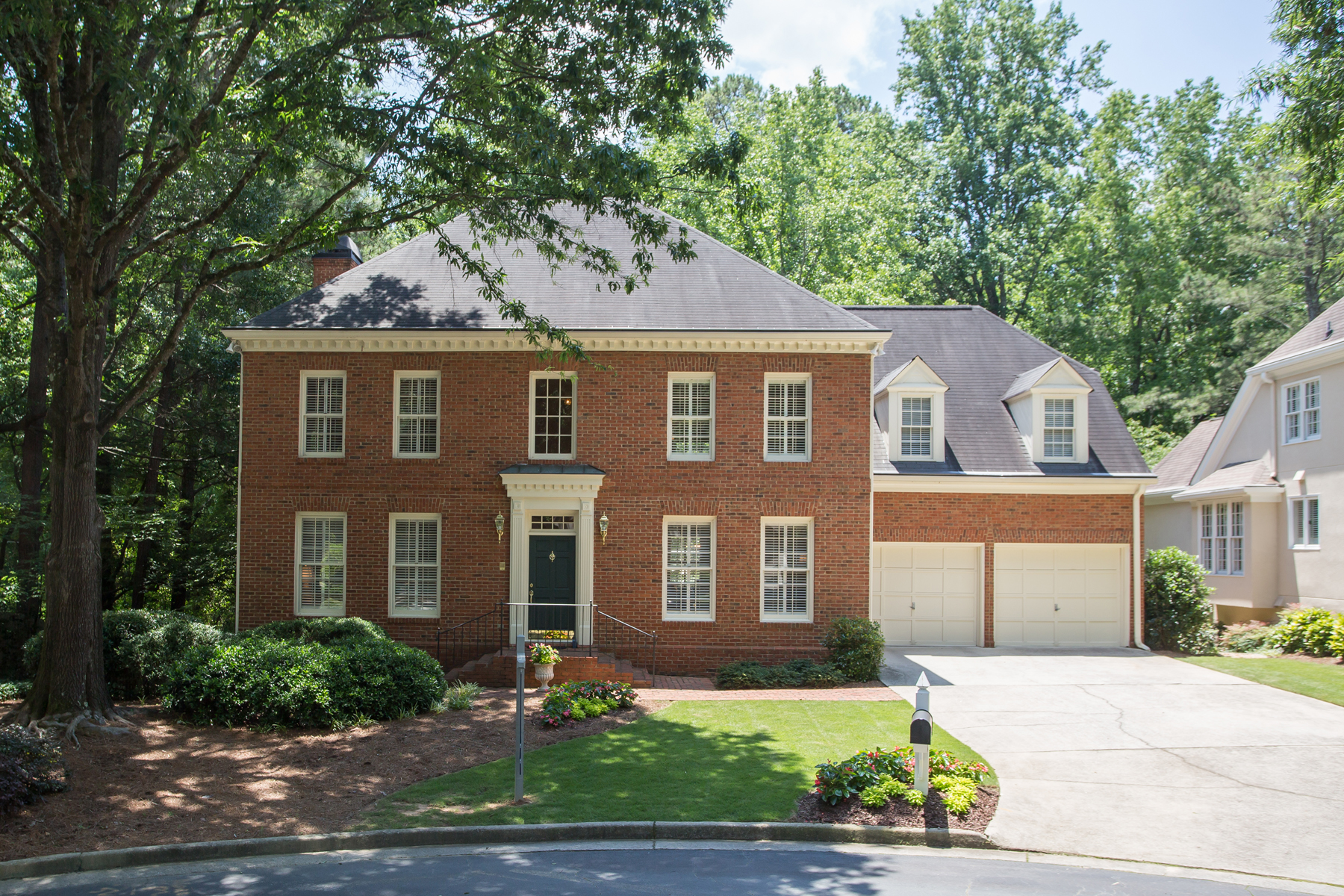 Vivienda unifamiliar por un Venta en Classic Sandy Springs Traditional 245 Woodchase Close NE Sandy Springs, Georgia, 30319 Estados Unidos