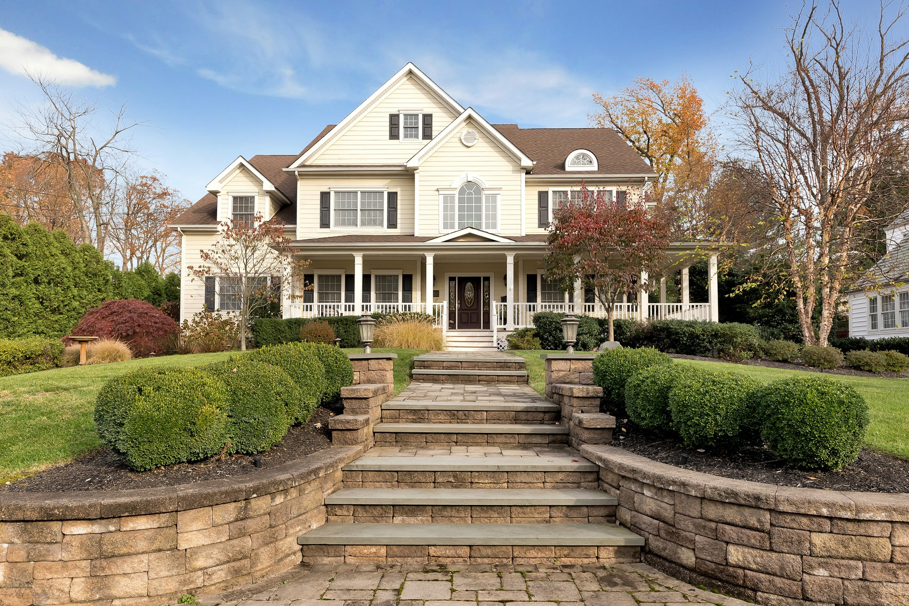 Single Family Home for Sale at Gracious Colonial 86 Linden Avenue, Metuchen, New Jersey 08840 United States