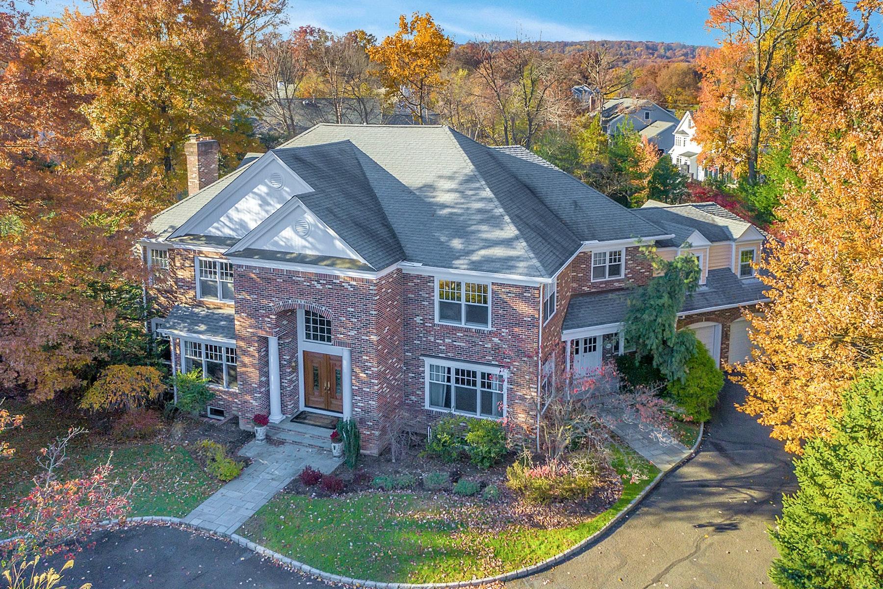 Частный односемейный дом для того Продажа на Magnificent Custom Colonial 910 Bailey Court, Westfield, Нью-Джерси 07090 Соединенные Штаты