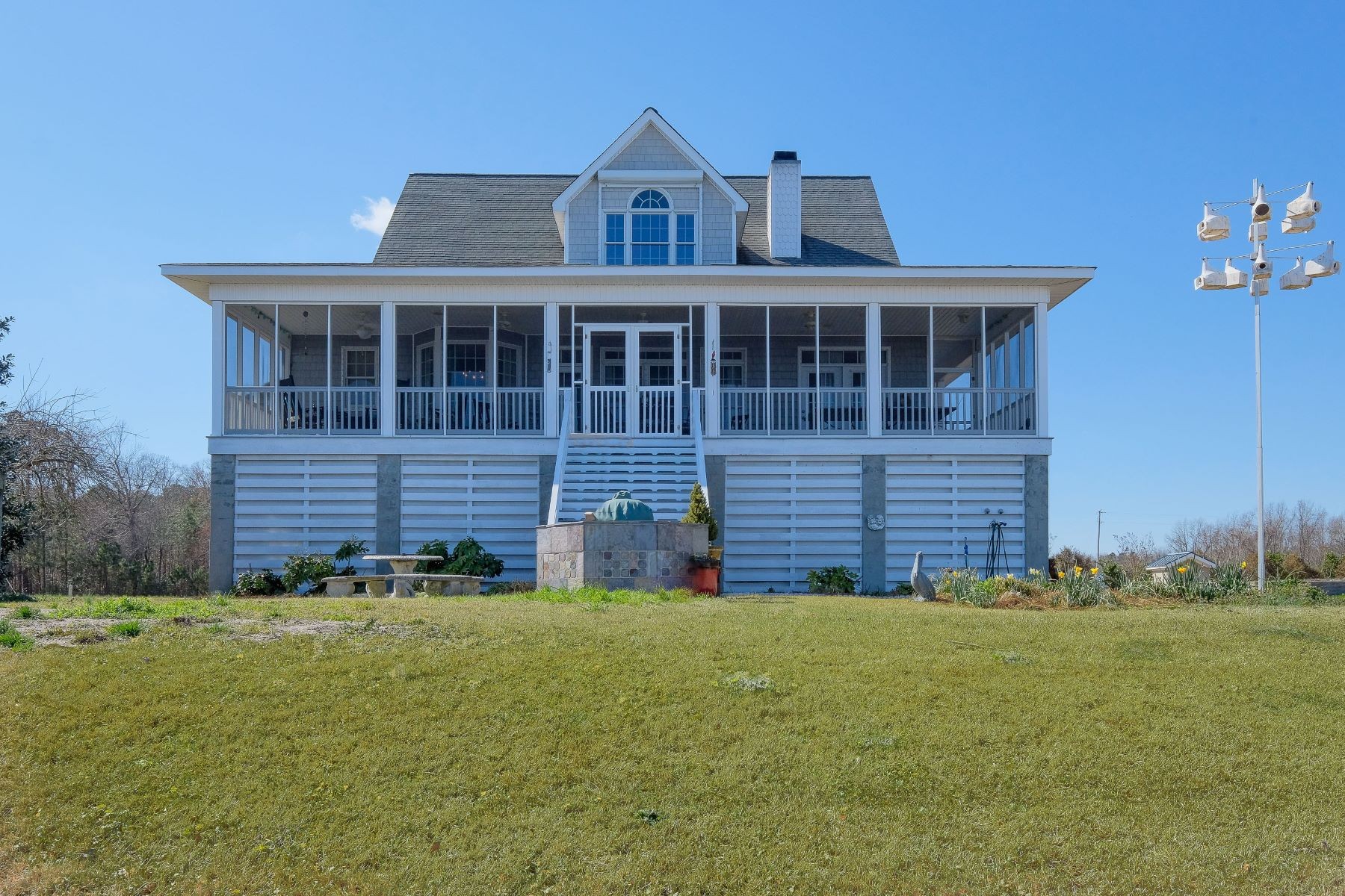 Additional photo for property listing at Bal Gra Waterfront Home 104 S Wheeler Dr Merry Hill, North Carolina 27957 United States