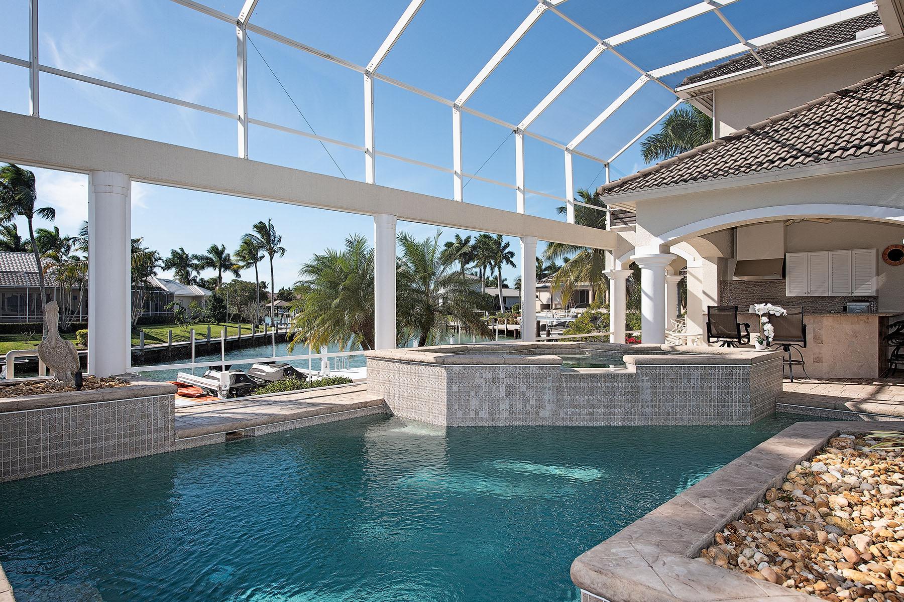 Single Family Homes por un Venta en MARCO ISLAND 550 Hammock Court Marco Island, Florida 34145 Estados Unidos