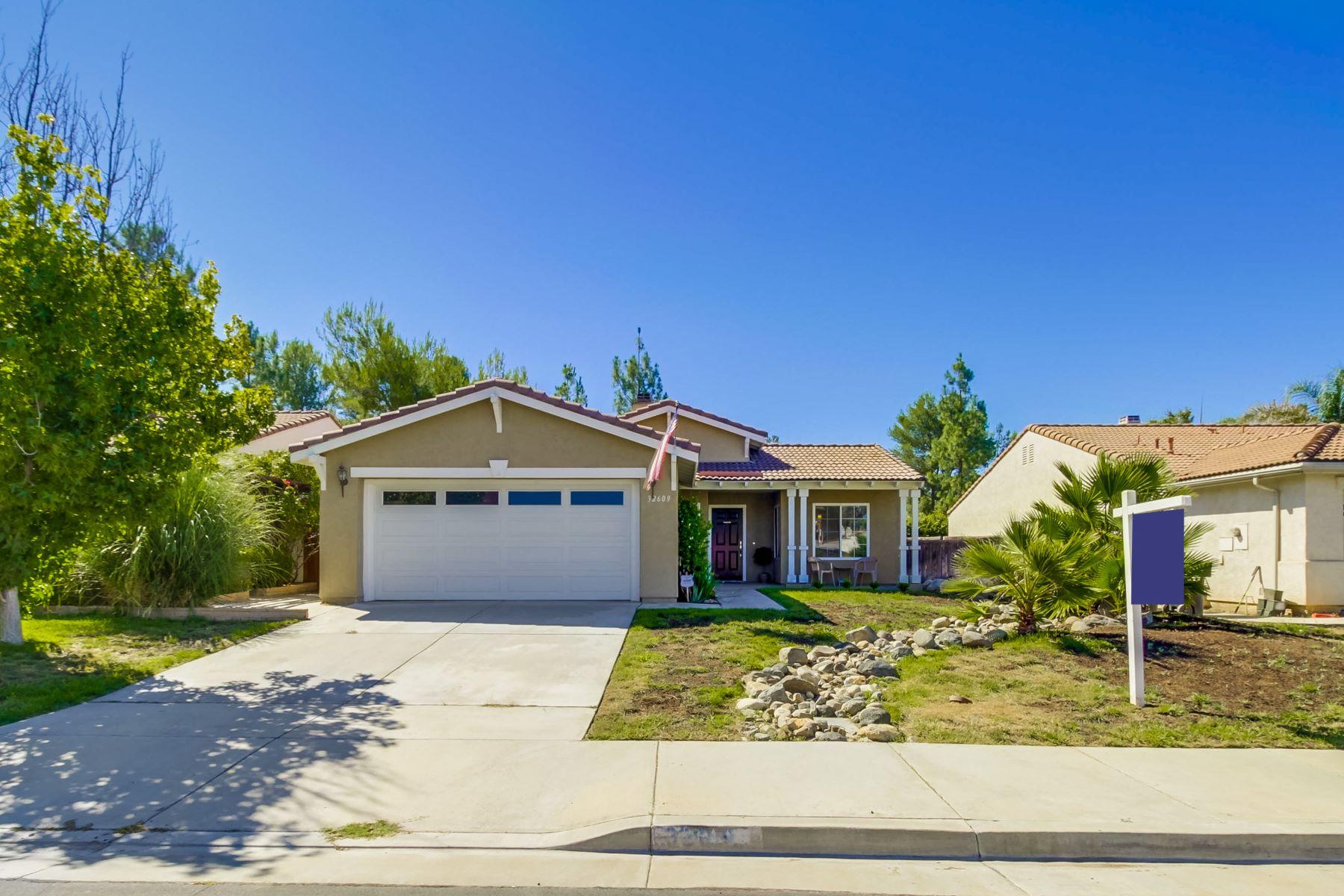 Maison unifamiliale pour l Vente à 32609 Strigel Ct Temecula, Californie, 92592 États-Unis