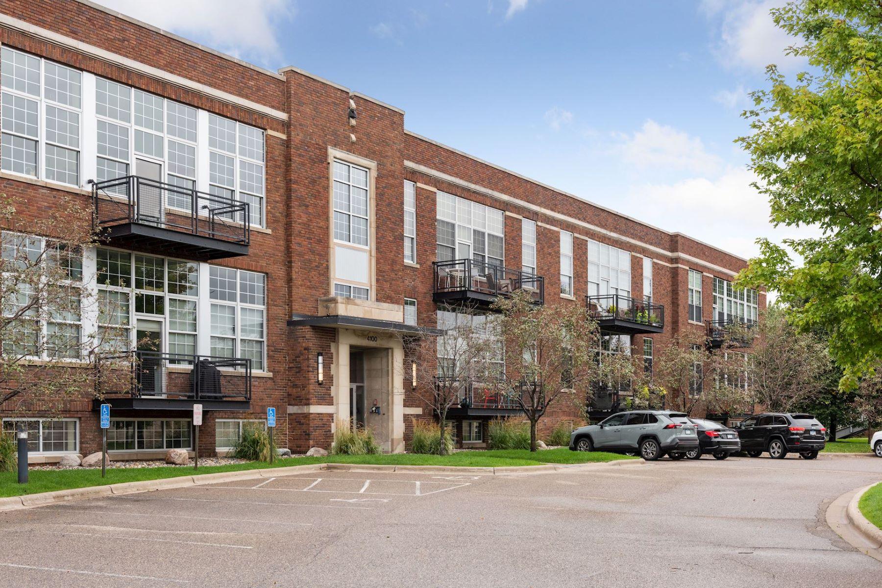 Condominiums for Sale at 4100 Vernon Avenue S #112 4100 Vernon Avenue S #112 St. Louis Park, Minnesota 55416 United States