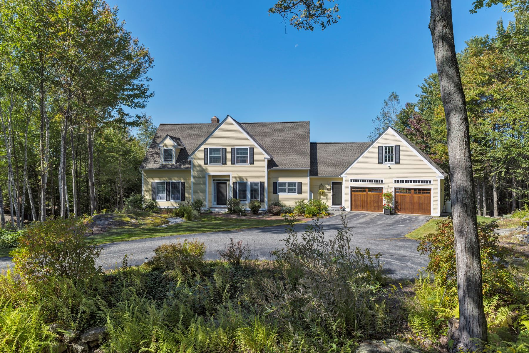 Single Family Homes for Active at 240 Woodland Trace, New London 240 Woodland Trace New London, New Hampshire 03257 United States