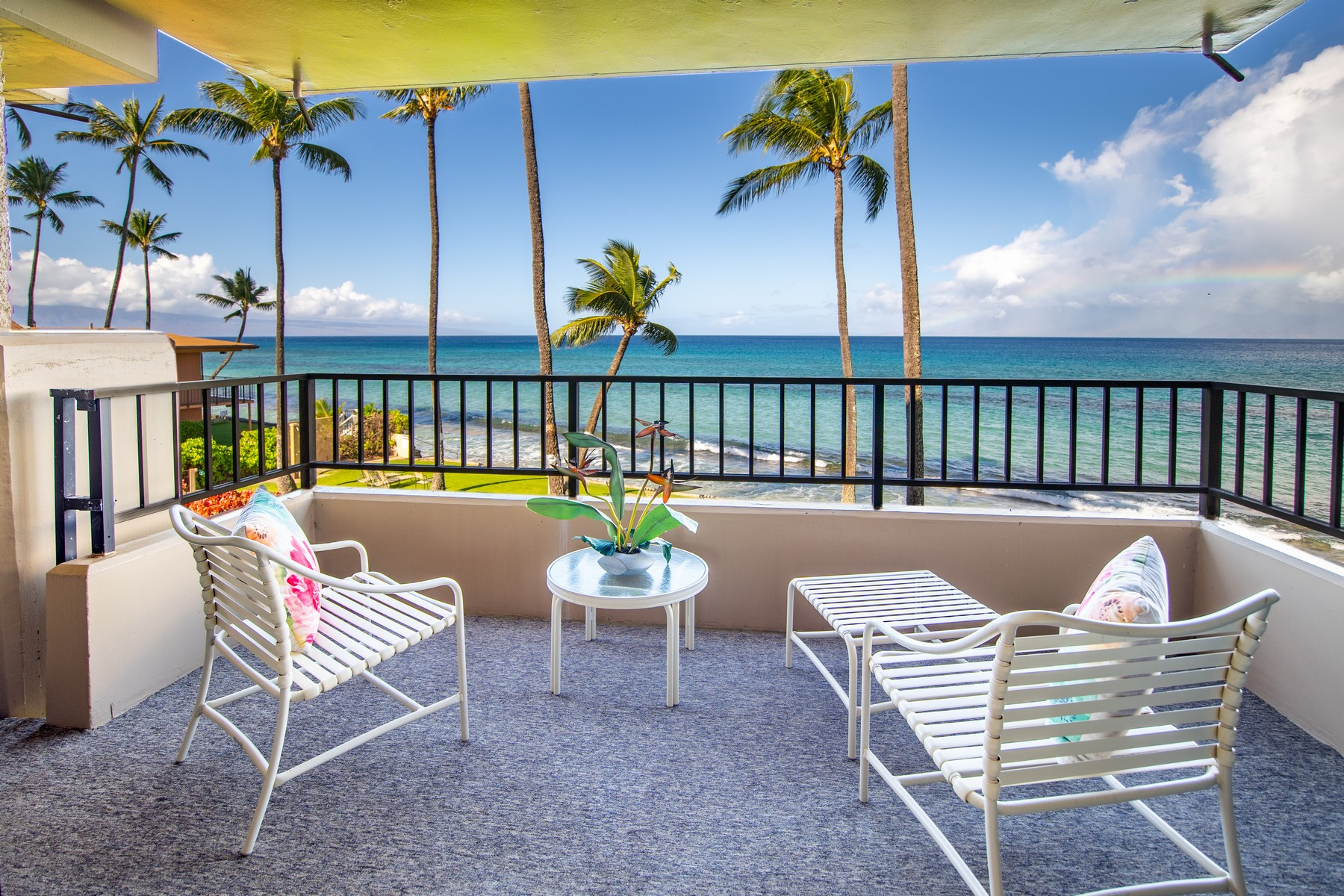 Condominiums 为 销售 在 Fabulous Direct Oceanfront 3601 Lower Honoapiilani Rd, Paki Maui #206 Honokowai, 夏威夷 96761 美国