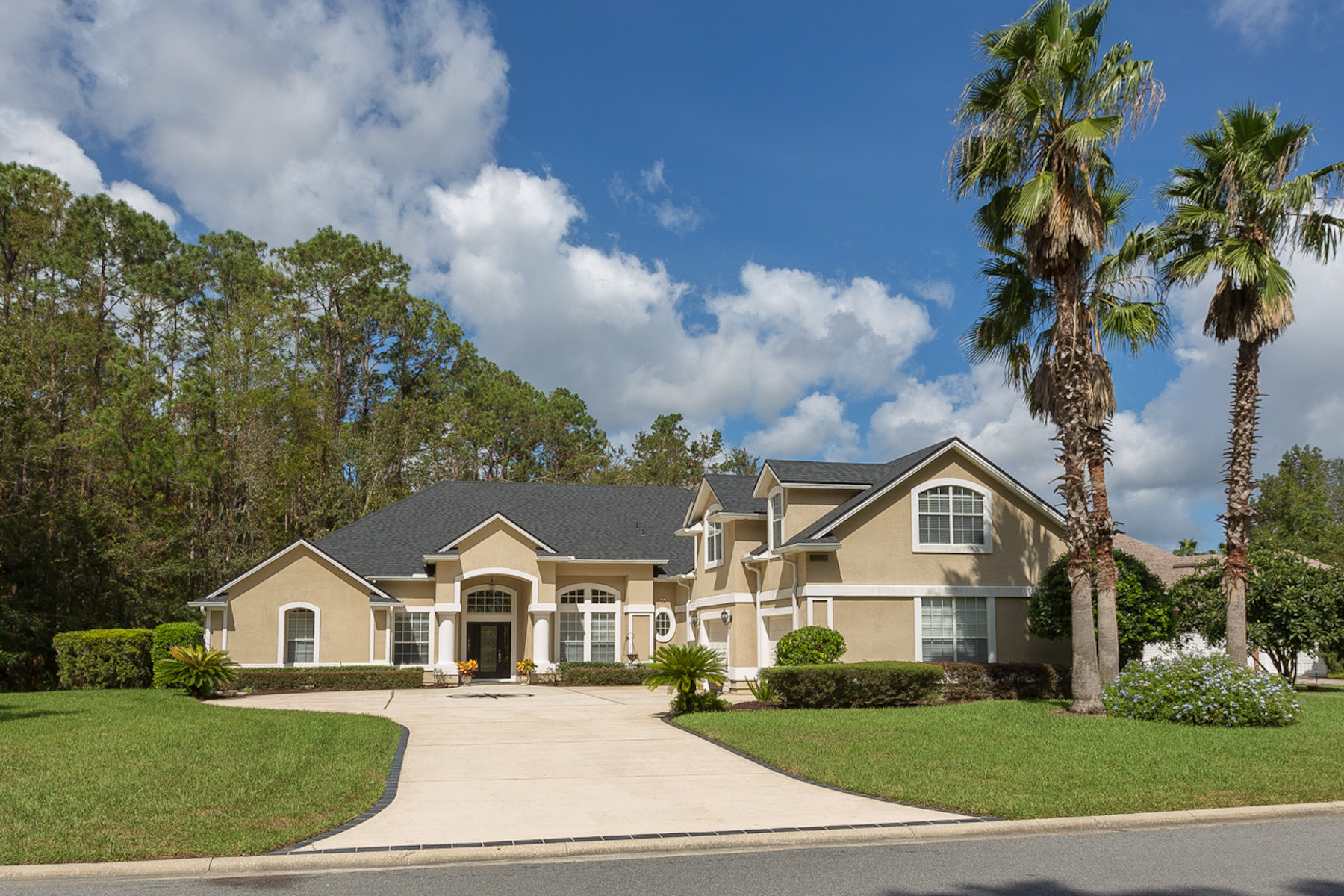 Single Family Home for Sale at Spectacular Deercreek CC Property 10330 Cypress Lakes Drive Jacksonville, Florida 32256 United States