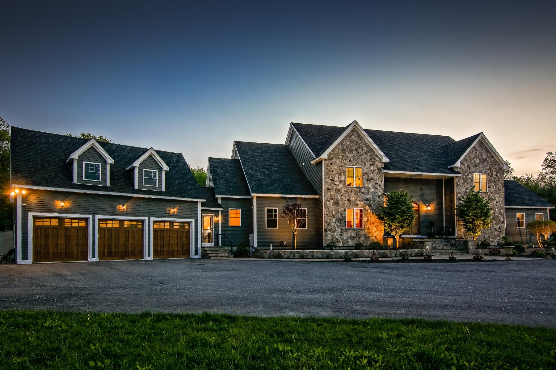 Single Family Homes pour l Vente à Stunning Country Home Which Captures The Imagination 51 Burbank Road Sutton, Massachusetts 01590 États-Unis