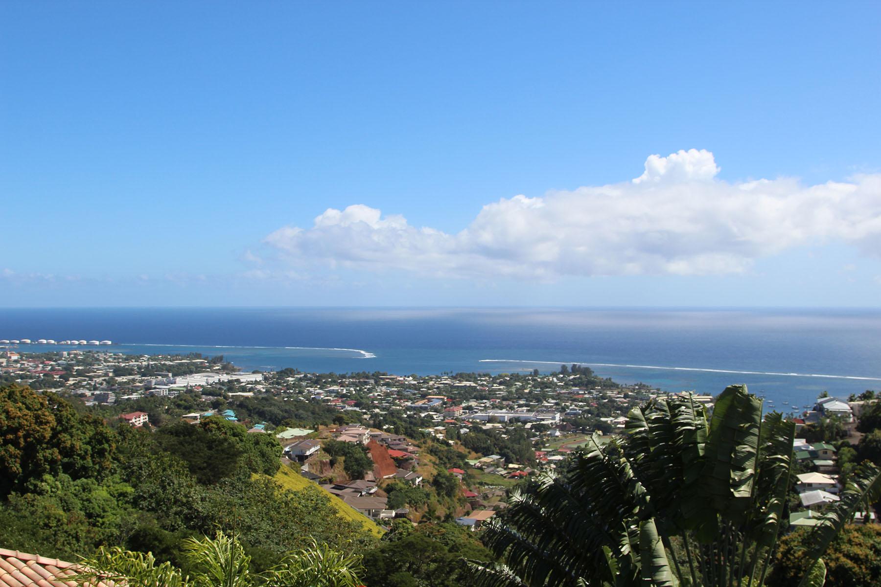 Casa Unifamiliar por un Venta en A villa with a view Tahiti, French Polynesia