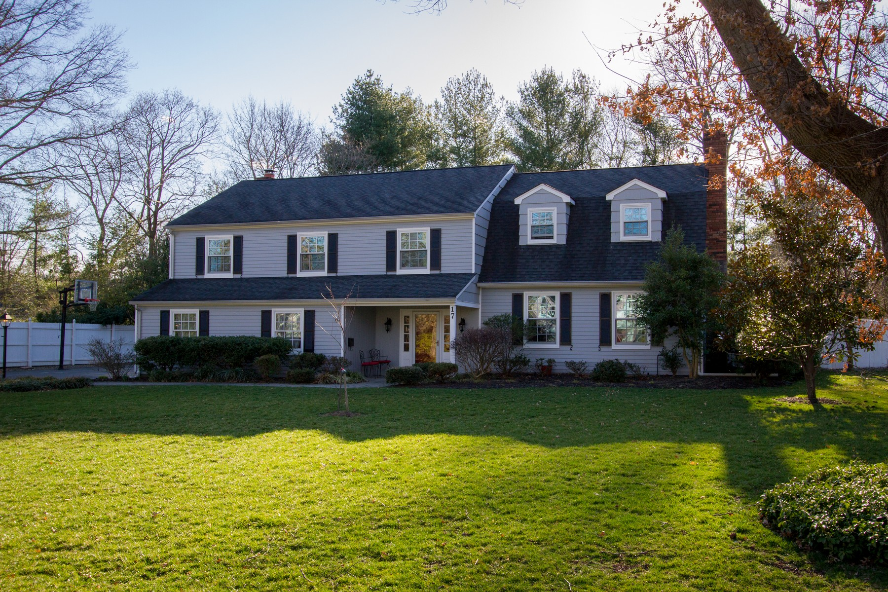 独户住宅 为 销售 在 Every home is a masterpiece 17 Holly Tree Lane 小银镇, 新泽西州 07739 美国
