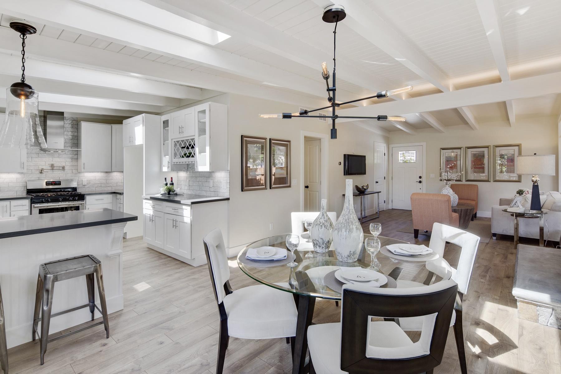 Maison unifamiliale pour l Vente à Timeless And Contemporary Renovation 1059 Mohr Lane Concord, Californie 94518 États-Unis