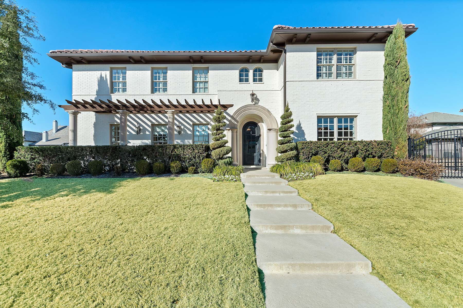 獨棟家庭住宅 為 出售 在 9350 Marbella Drive Fort Worth, 德克薩斯州, 76126 美國