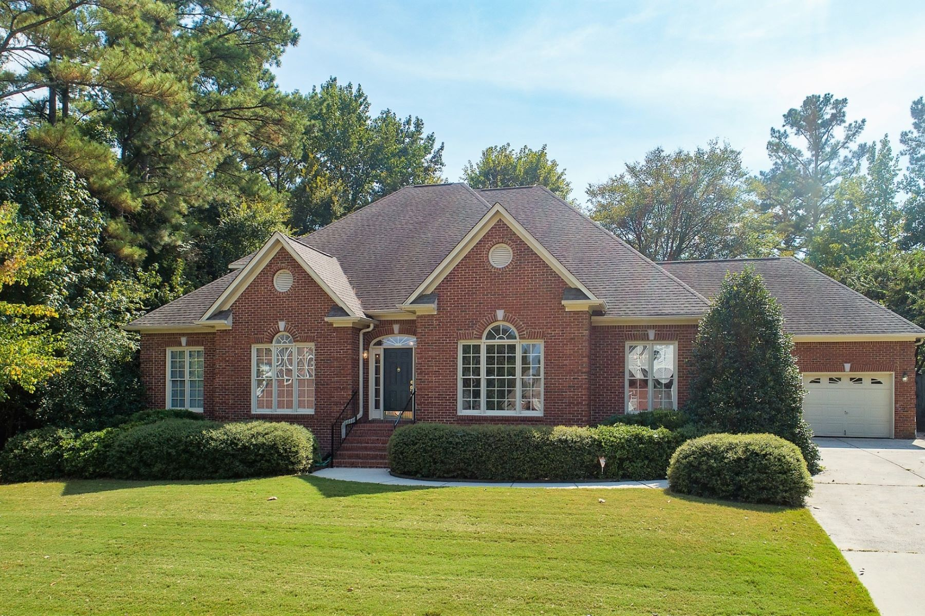 Single Family Homes for Active at 2512 SOUTHHURST DRIVE HUNTSVILLE, AL 35803 2512 SouthHurst Drive Huntsville, Alabama 35803 United States