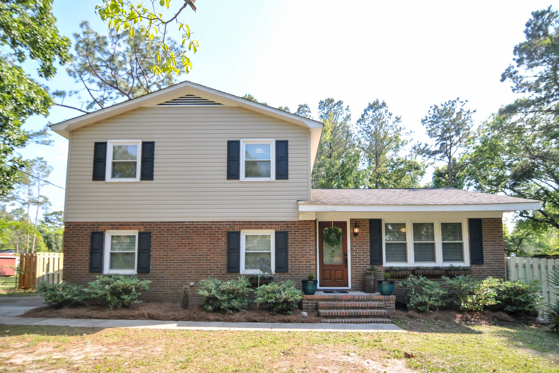 Single Family Homes for Sale at Peaceful Neighborhood and Unique Touches 31 Twin Oaks Drive Castle Hayne, North Carolina 28429 United States