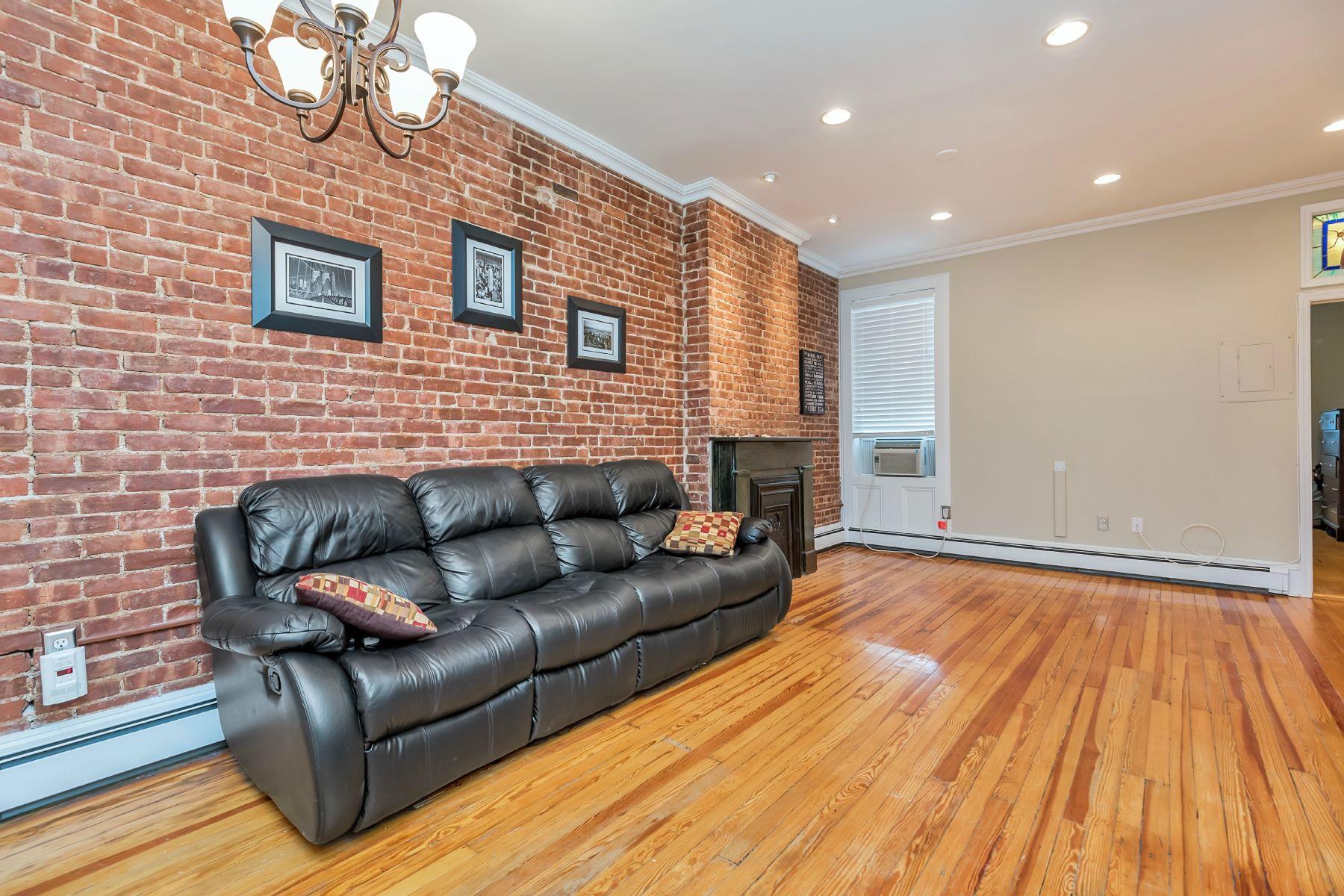 Appartement en copropriété pour l à louer à Gorgeous Two Bedroom 933 Willow Avenue #4L Hoboken, New Jersey 07030 États-Unis