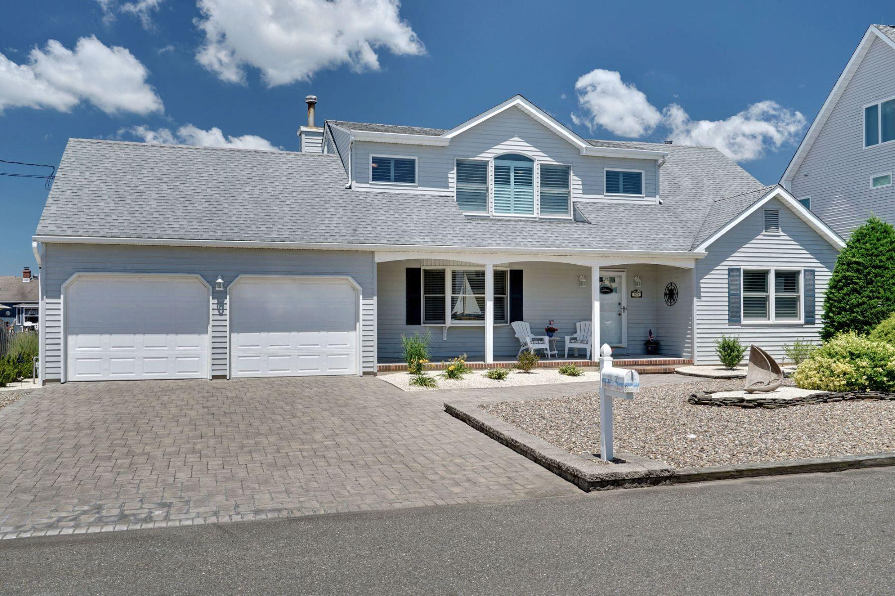 Single Family Homes para Venda às Waterfront Retreat 805 Spar Drive, Forked River, Nova Jersey 08731 Estados Unidos