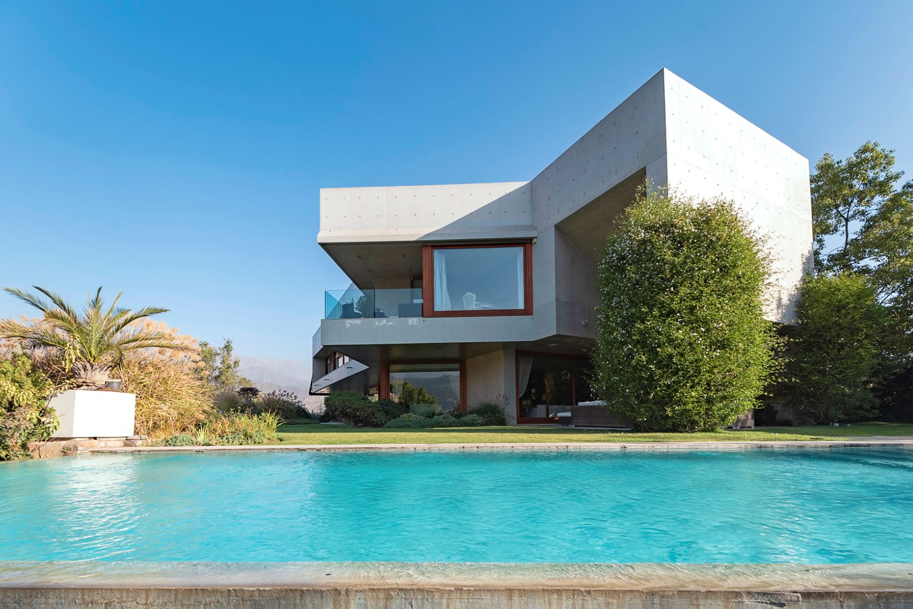 Single Family Homes pour l Vente à Modern House in Exclusive Condominium Lo Barnechea, Santiago, Region Metropolitana De Santiago Chili