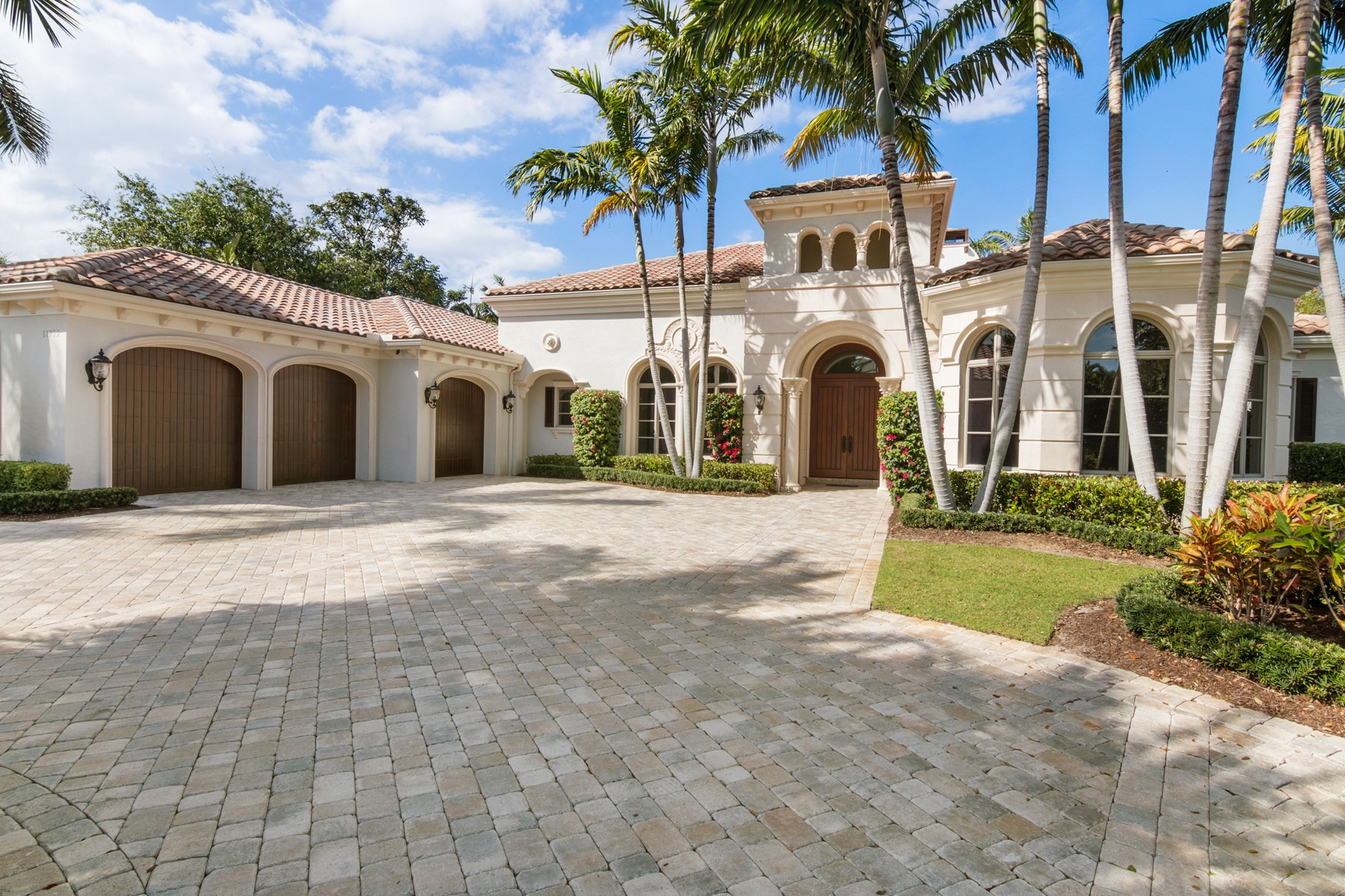 Maison unifamiliale pour l Vente à 11755 Elina Court at Old Palm Golf Club Old Palm Golf Club, Palm Beach Gardens, Florida, 33410 États-Unis