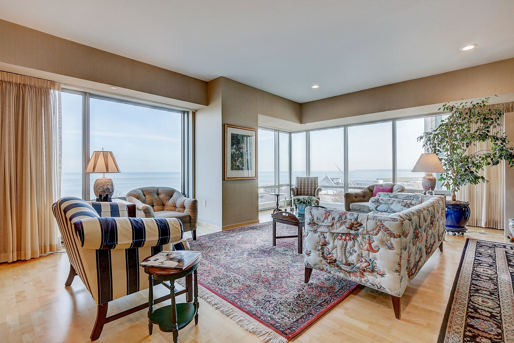 Condominiums for Active at Spectacular Views from Kilbourn Tower 923 E Kilbourn Ave Unit 702 Milwaukee, Wisconsin 53202 United States