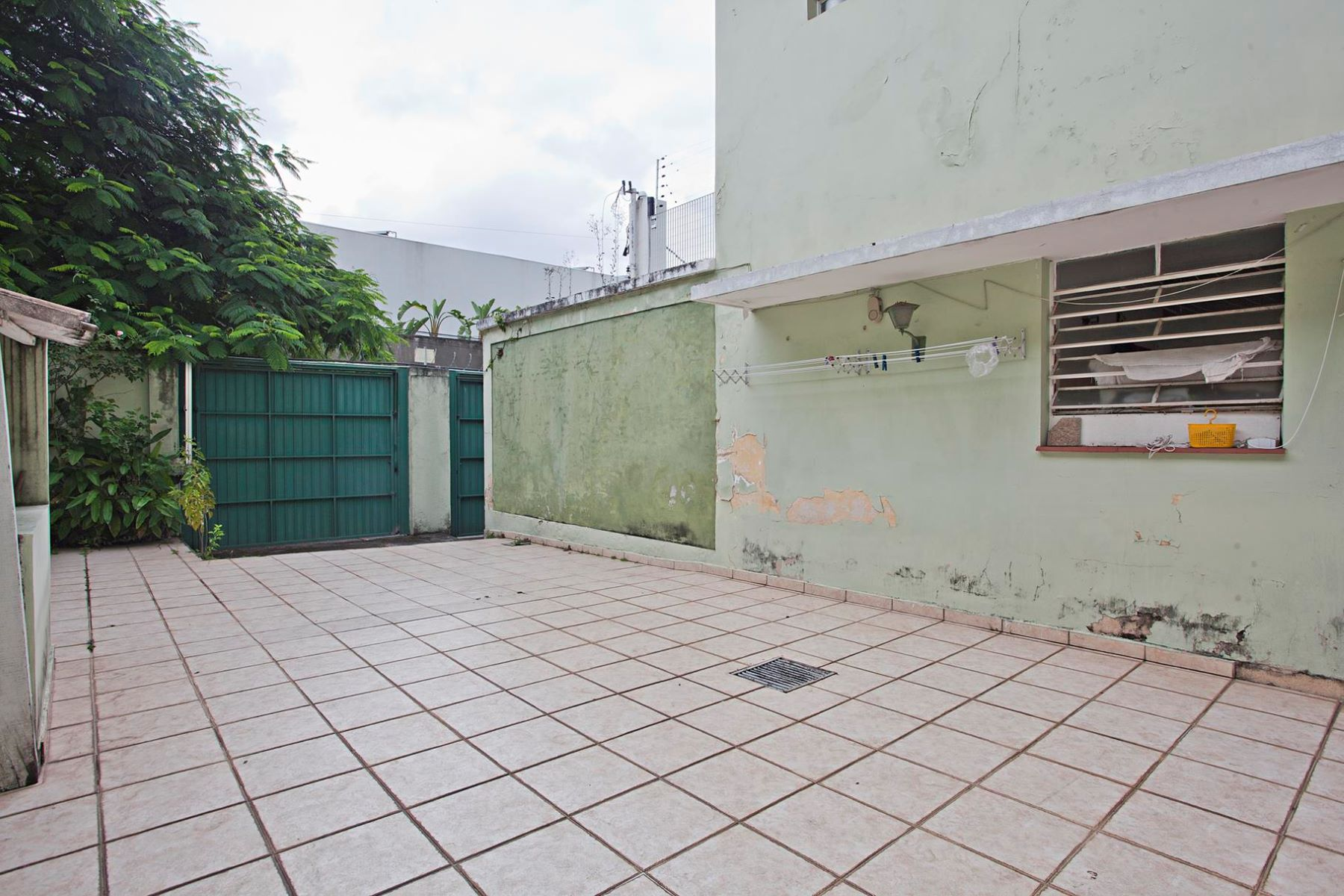Additional photo for property listing at House in Excellent Location for Remodeling  Sao Paulo, Sao Paulo 01445-030 Brazil
