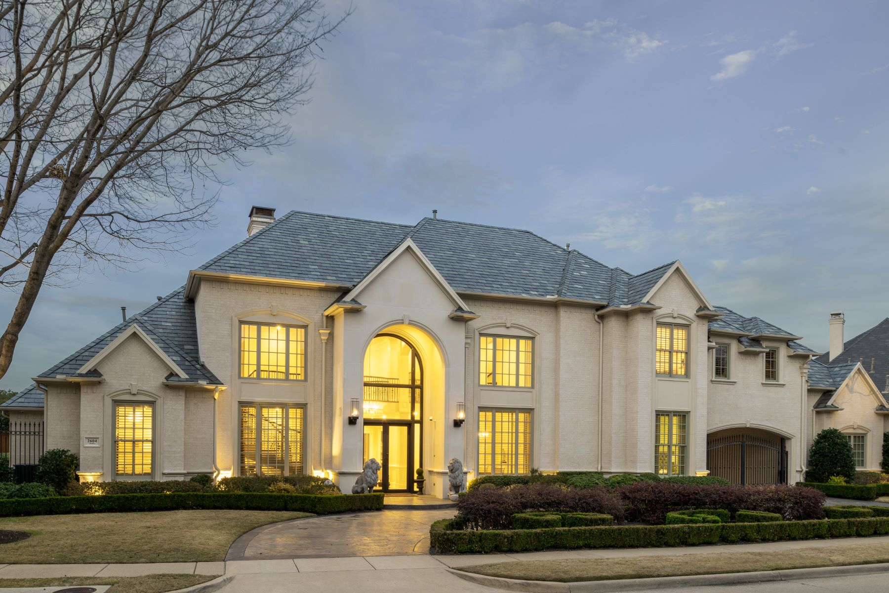 Single Family Homes für Verkauf beim Expanded and Extensively Updated 2604 Anders Lane, Plano, Texas 75093 Vereinigte Staaten