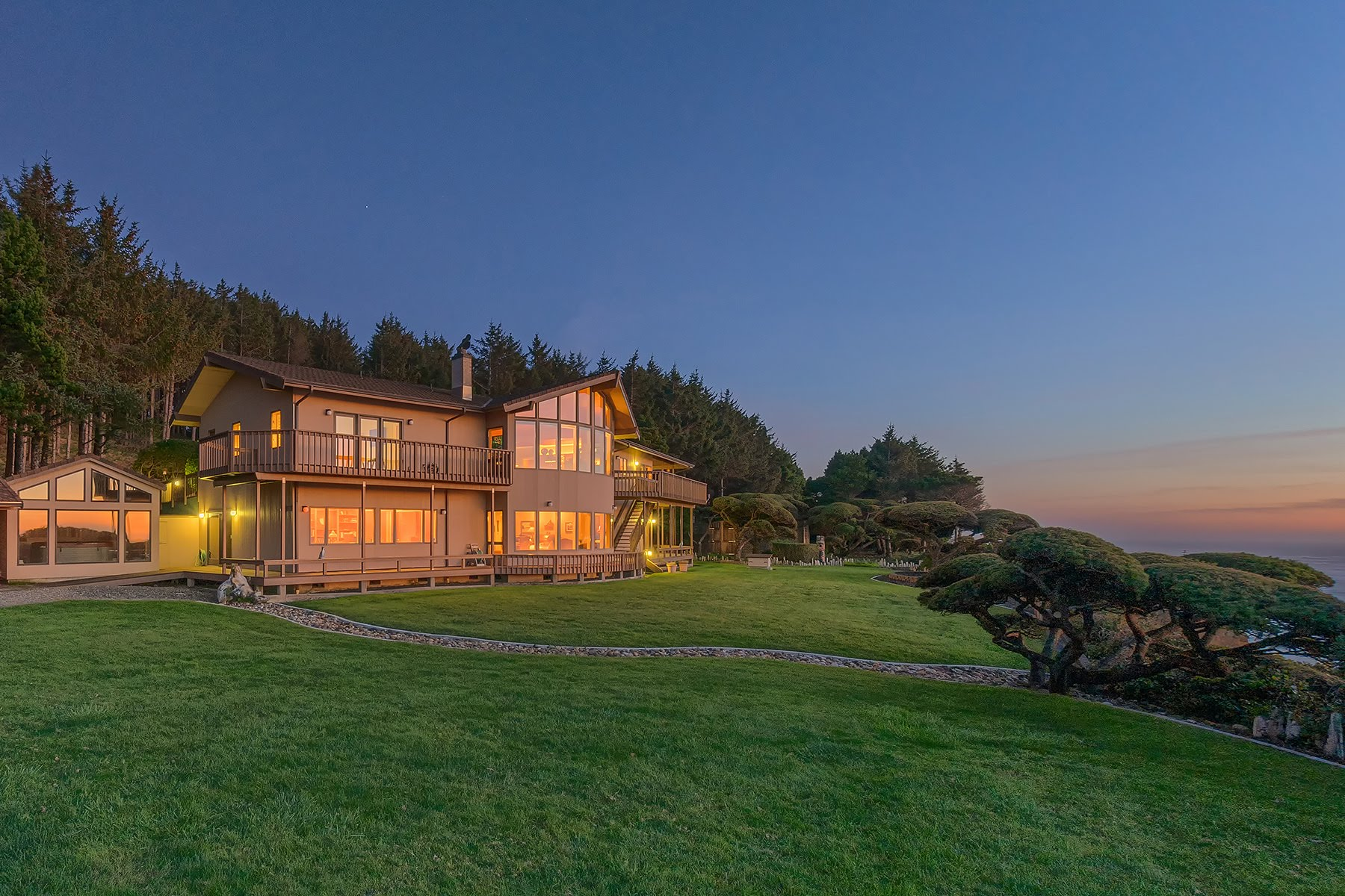 Single Family Homes for Active at Superb Oceanfront Retreat 88502 Agate Lane Bandon, Oregon 97411 United States