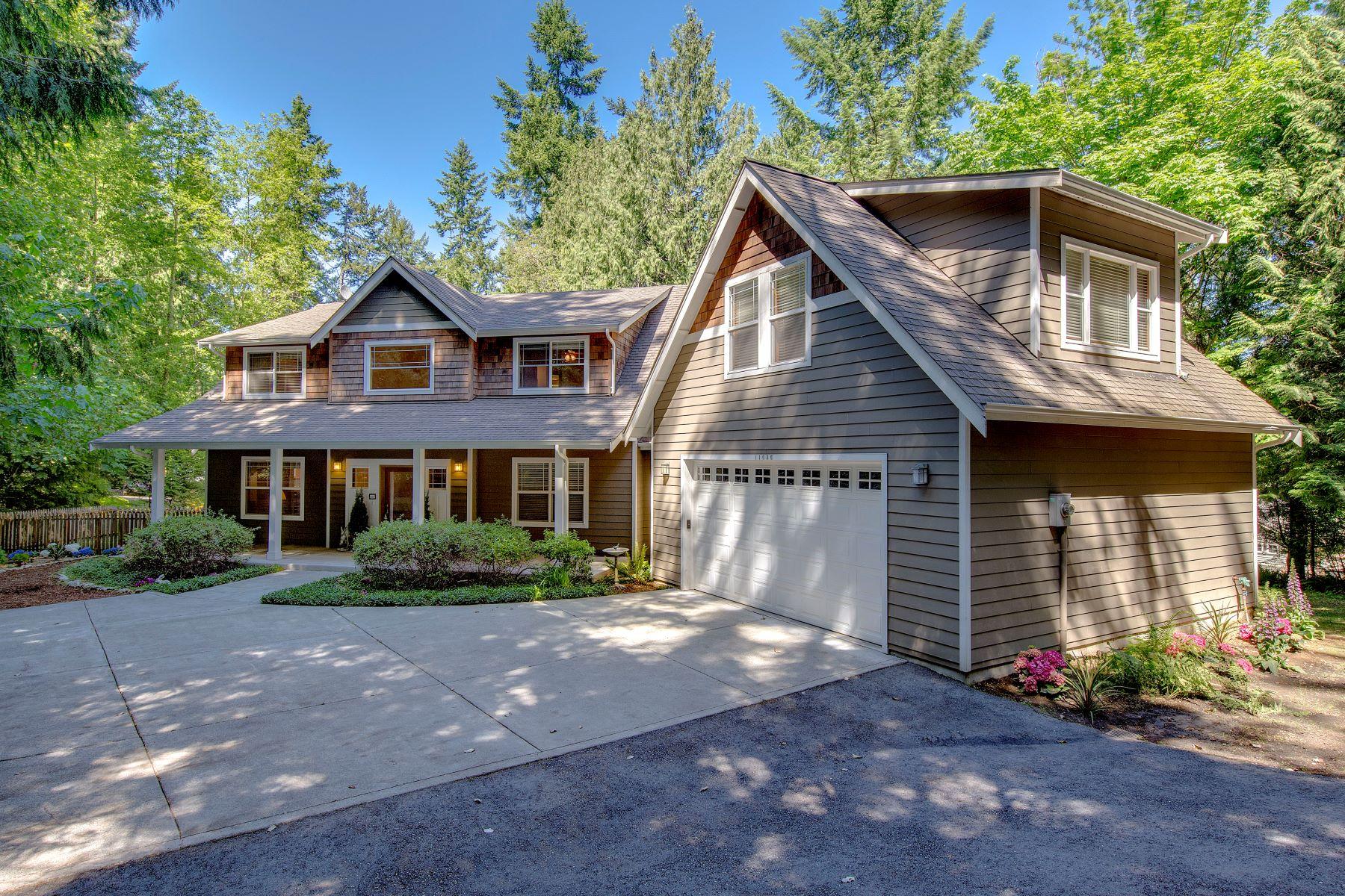 Casa para uma família para Venda às Quintessential Bainbridge Home 11686 Olympic Terrace Ave NE Bainbridge Island, Washington, 98110 Estados Unidos