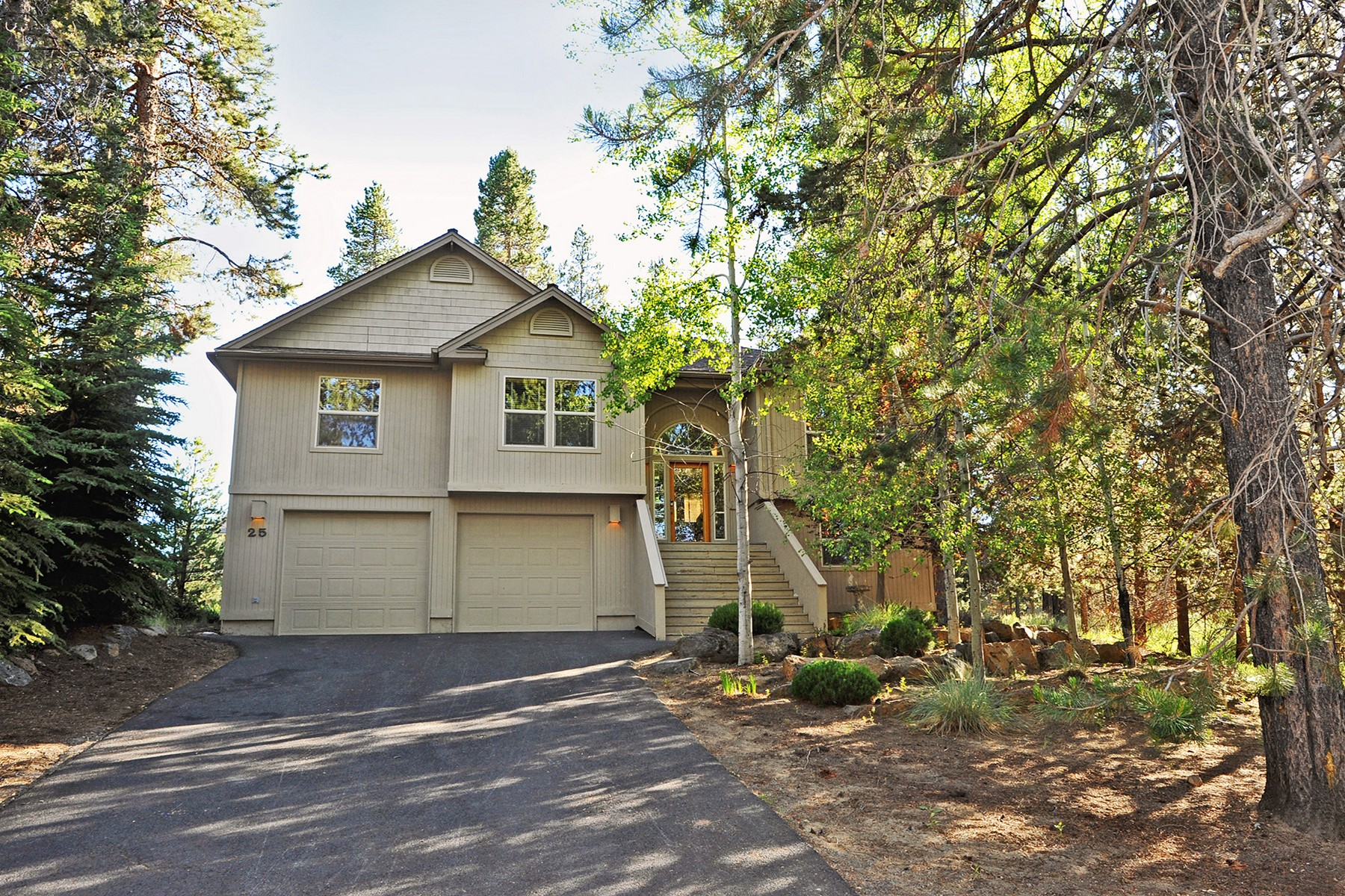 Single Family Homes pour l Vente à 57667-25 Poplar Loop Sunriver, OR Sunriver, Oregon 97707 États-Unis