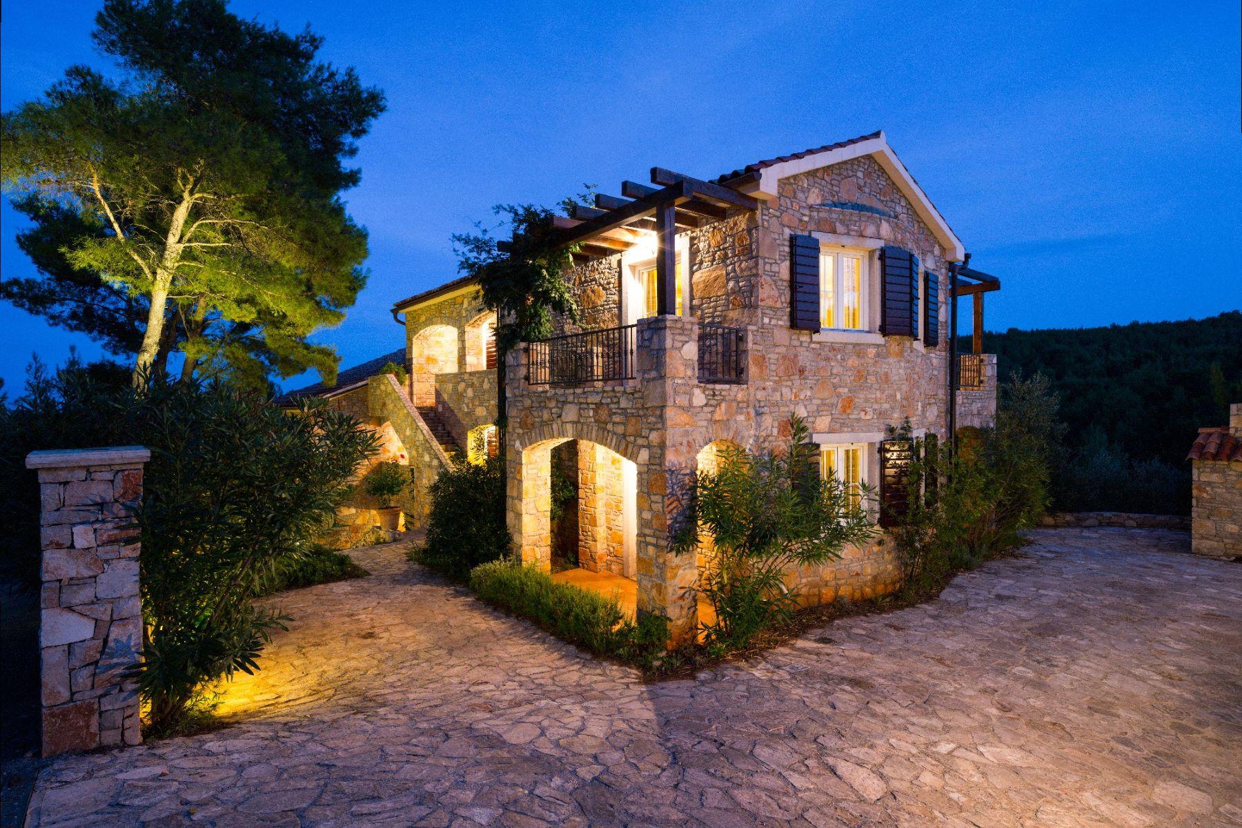 Maison unifamiliale pour l Vente à Villa Rustica Other Split Dalmatia, Split Dalmatia, 21463 Croatia
