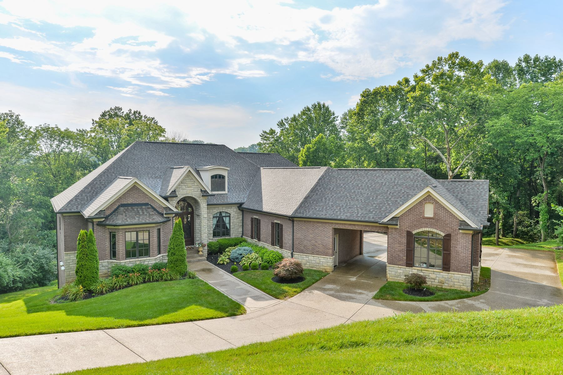 Single Family Homes pour l Vente à 10042 Harrods Creek Drive Prospect, Kentucky 40059 États-Unis