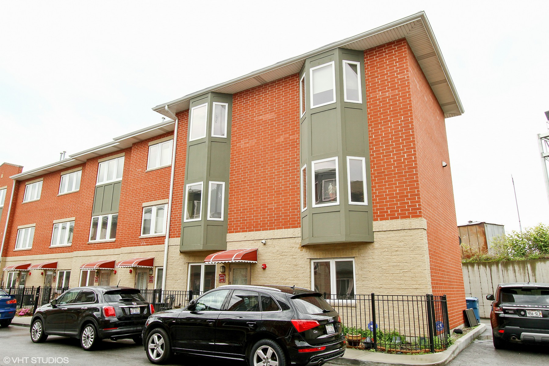 Townhouse for Sale at McKinley Gardens Townhome 2440 W Bross Avenue Unit 9, Chicago, Illinois, 60608 United States