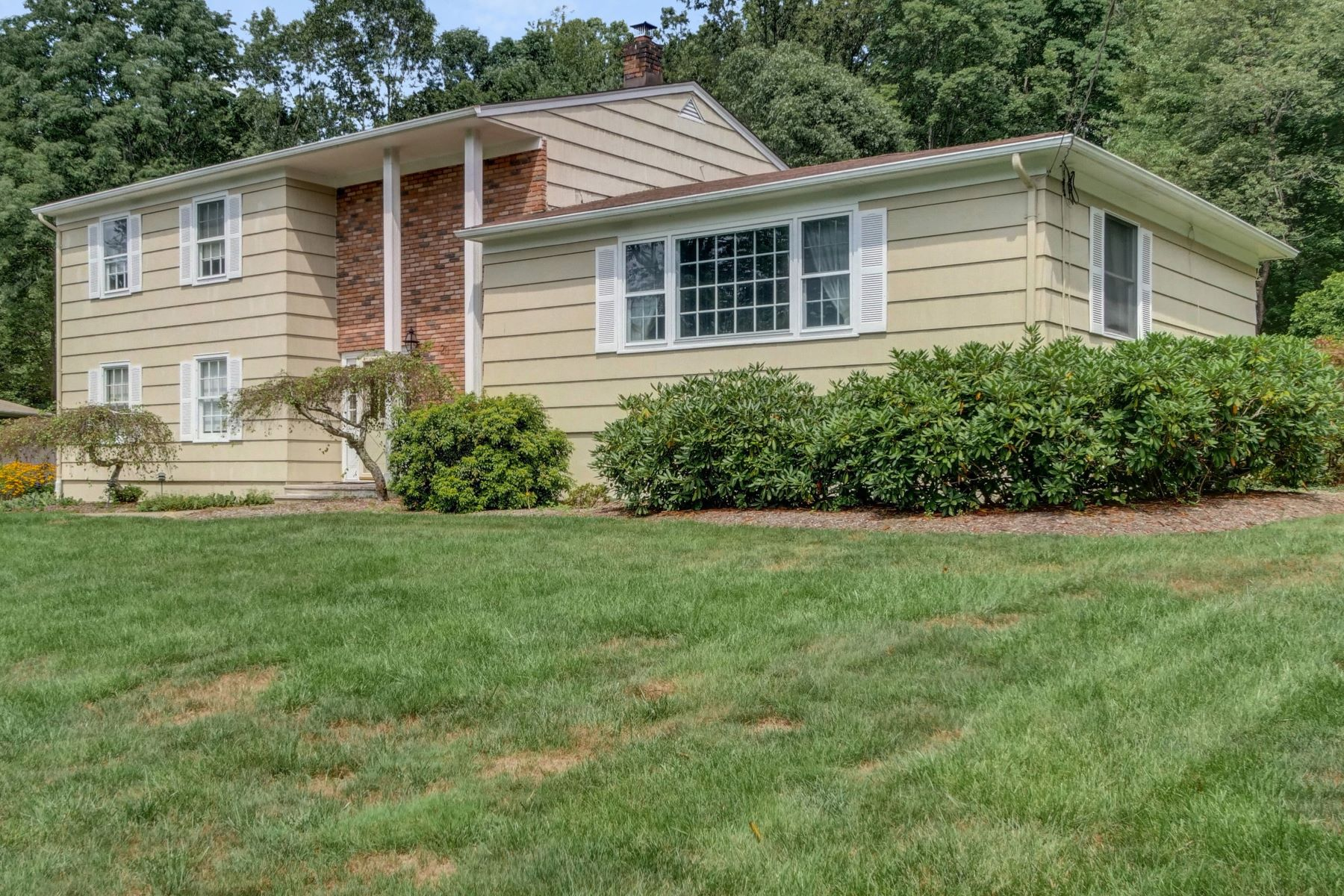 Single Family Homes for Active at Lovely Home 20 Linda Terrace Randolph, New Jersey 07869 United States