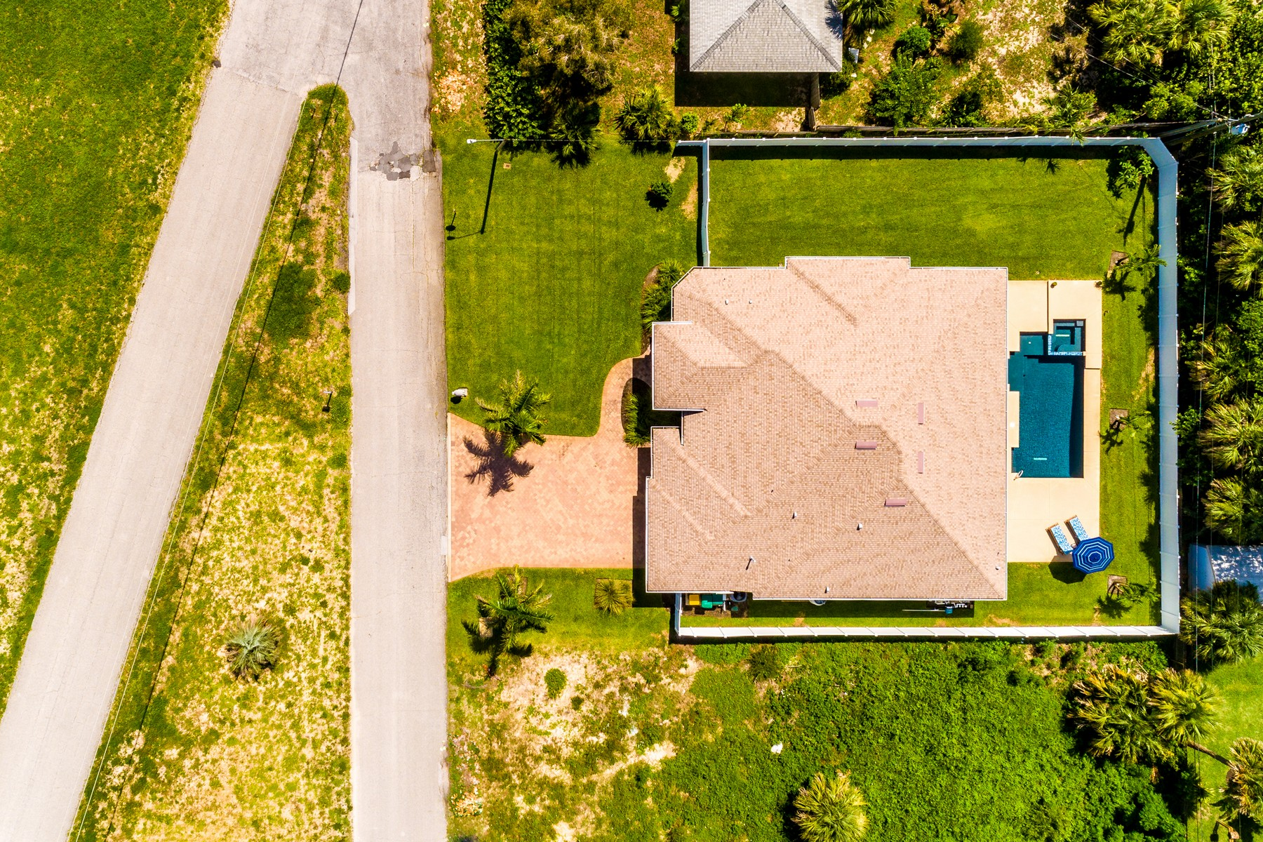 Additional photo for property listing at Tropical Oasis Featuring Summer Kitchen & Custom Salt Water Pool 121 Wayne Avenue Indialantic, Florida 32903 United States