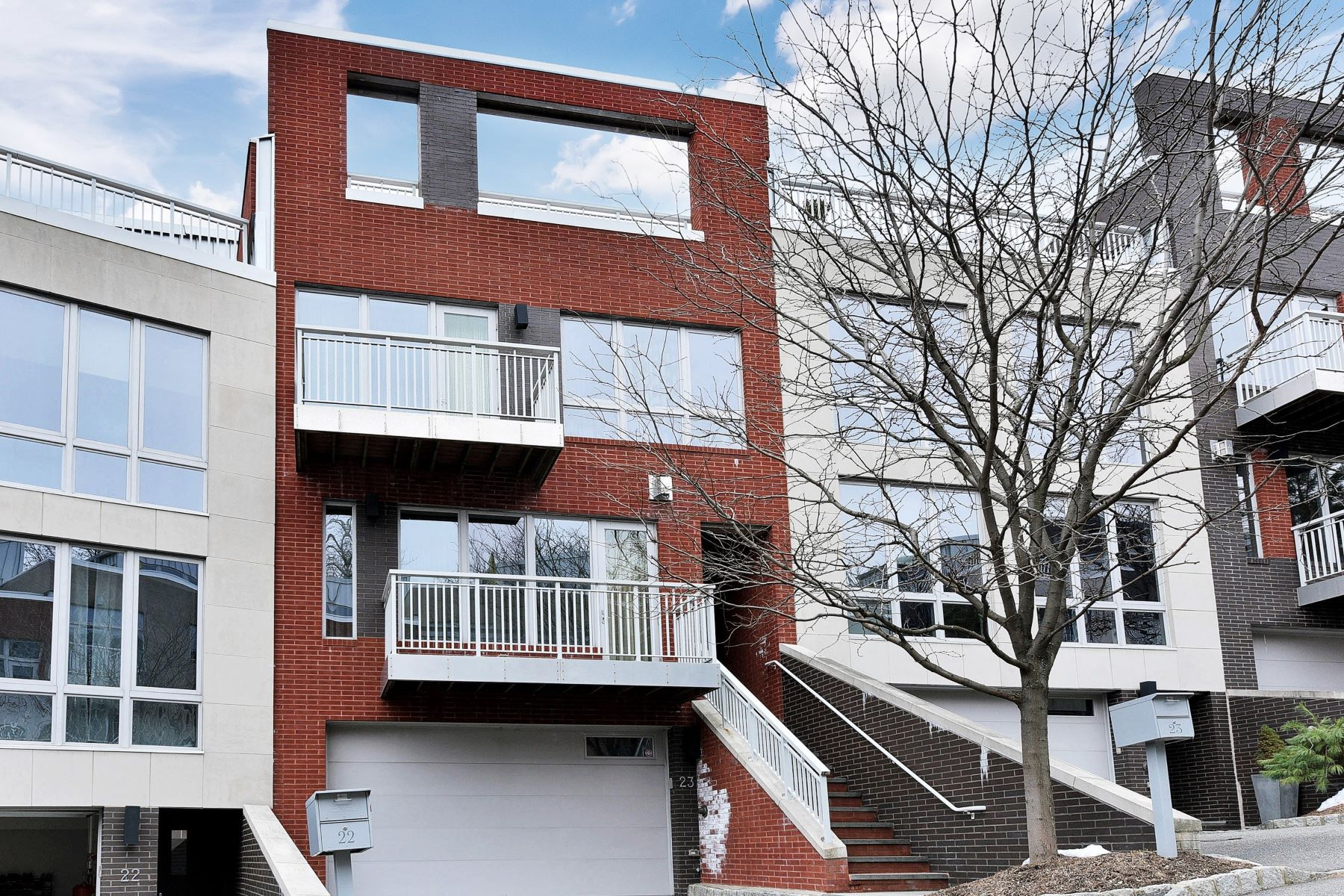Townhouse for Sale at Luxury Townhouse 23 Vela Way Edgewater, New Jersey 07620 United States