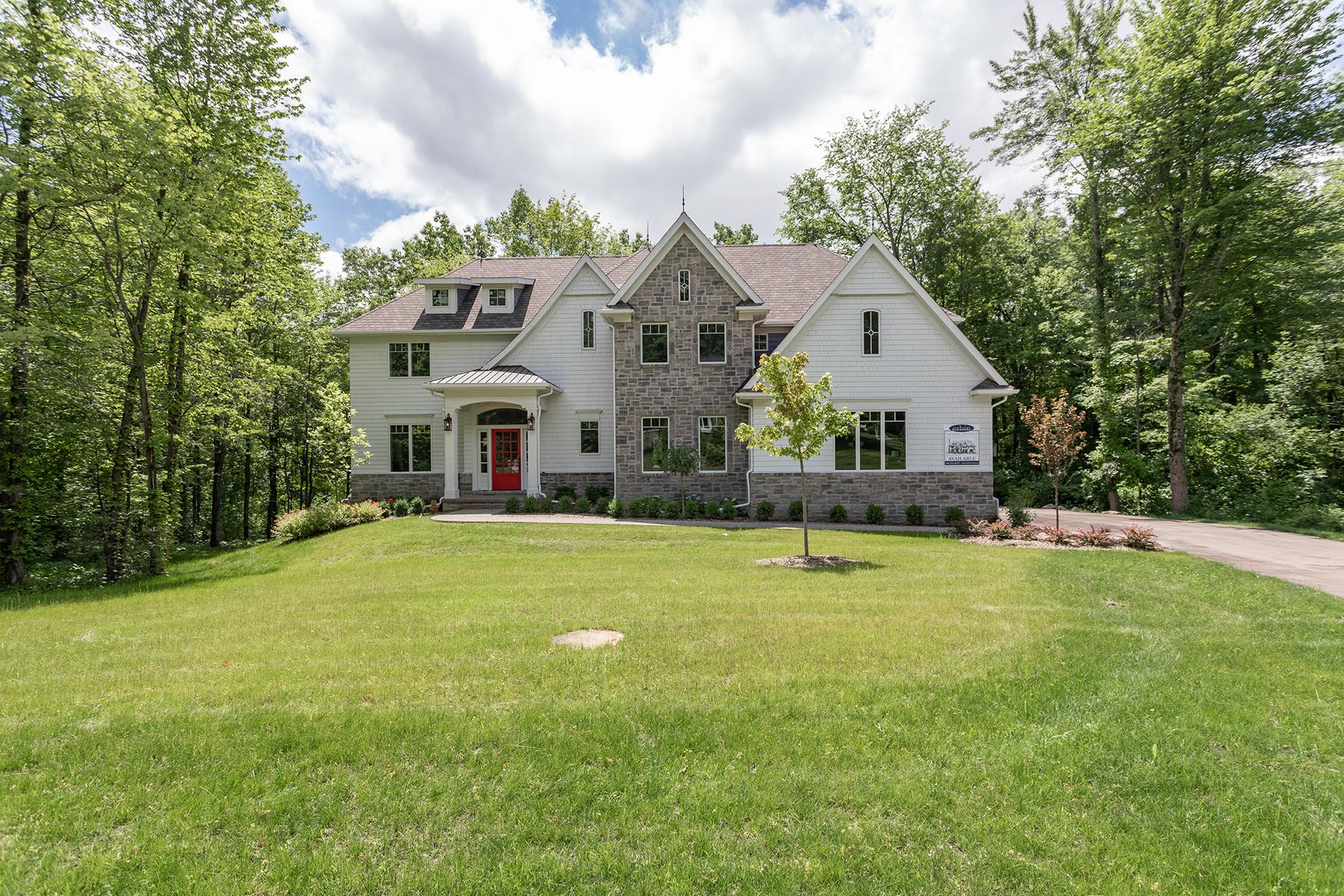Single Family Homes 为 销售 在 Clarkston 7525 Maple Ridge Drive 克拉克斯顿, 密歇根州 48346 美国