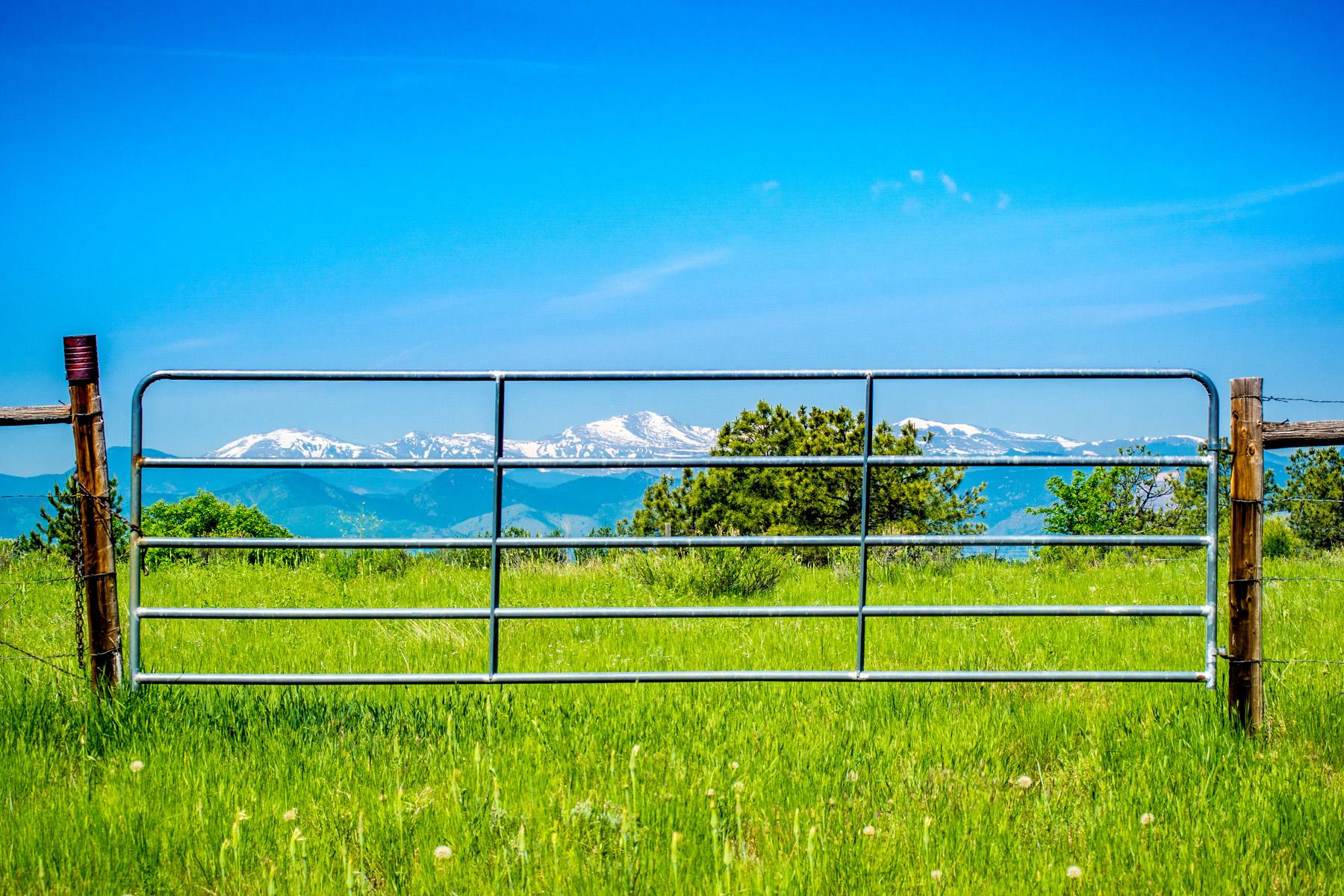 Terrain pour l Vente à Greenwood Village's Most Admired Horse Property 5550 S Steele St Greenwood Village, Colorado, 80121 États-Unis
