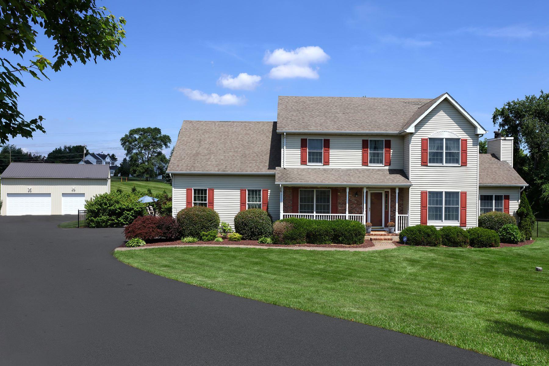 独户住宅 为 销售 在 Charming and Sophisticated Country Colonial 3 Calvin Court, 夫雷明顿, 新泽西州 08822 美国在/周边: Raritan Township