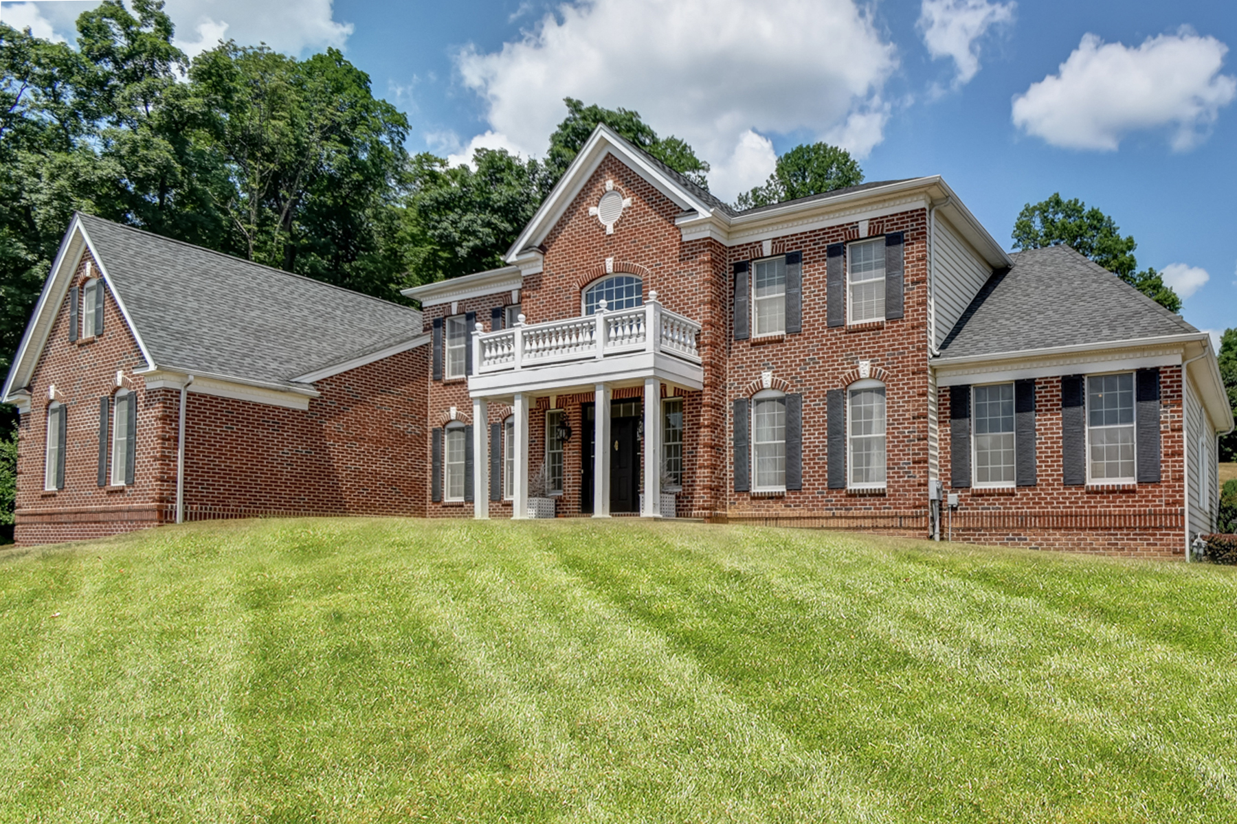 Single Family Homes vì Bán tại Stunning Colonial 1 Ridgeline Drive, Long Valley, New Jersey 07853 Hoa Kỳ