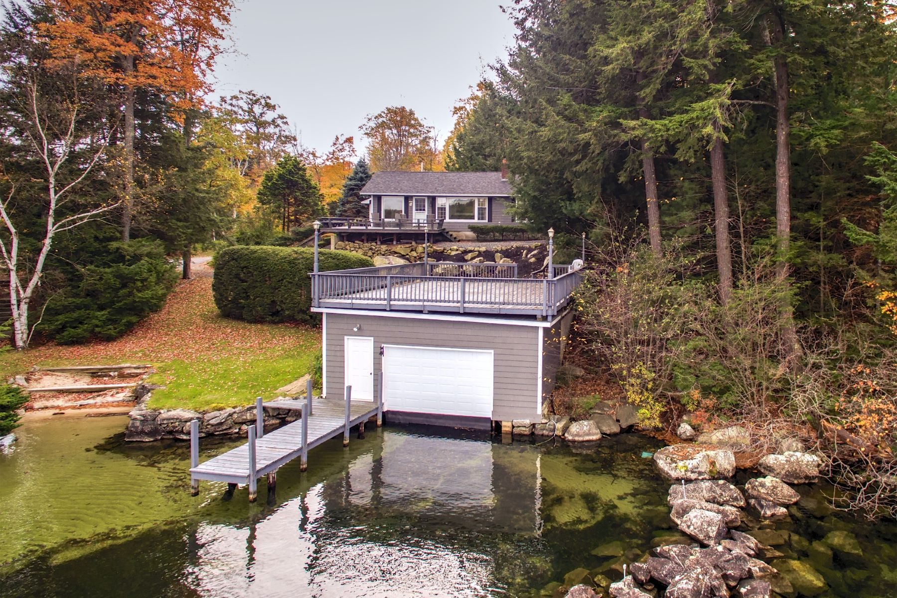 Casa Unifamiliar por un Venta en Lake Winnipesaukee waterfront home 1 Garden Park Alton, Nueva Hampshire 03810 Estados Unidos