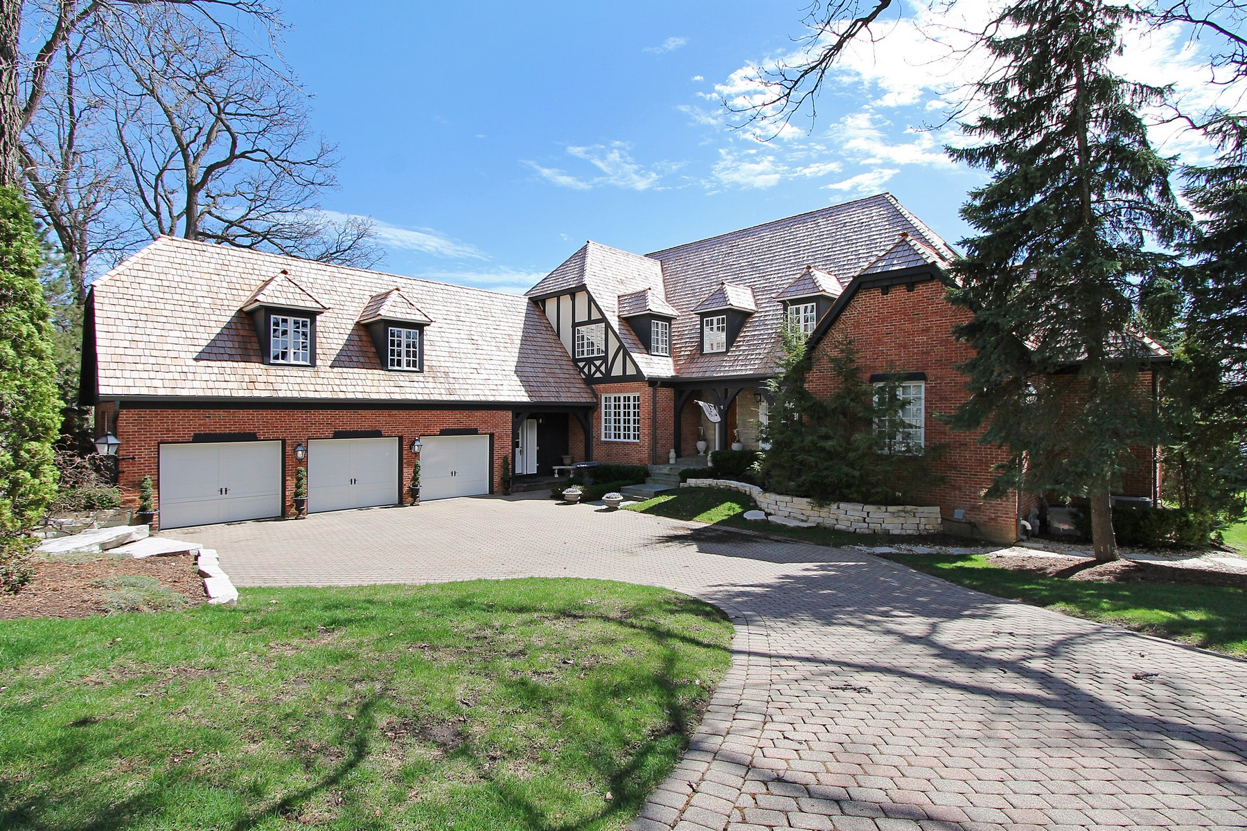 Maison unifamiliale pour l Vente à Country French Home 29 Riderwood Road North Barrington, Illinois, 60010 États-Unis