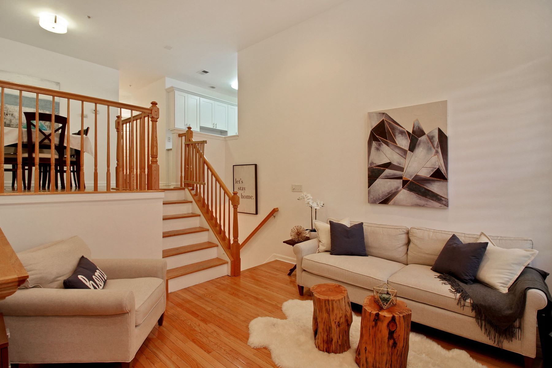 Casa unifamiliar adosada (Townhouse) por un Venta en Enjoy Tranquility 276 Roslyn Court #276 West New York, Nueva Jersey 07093 Estados Unidos