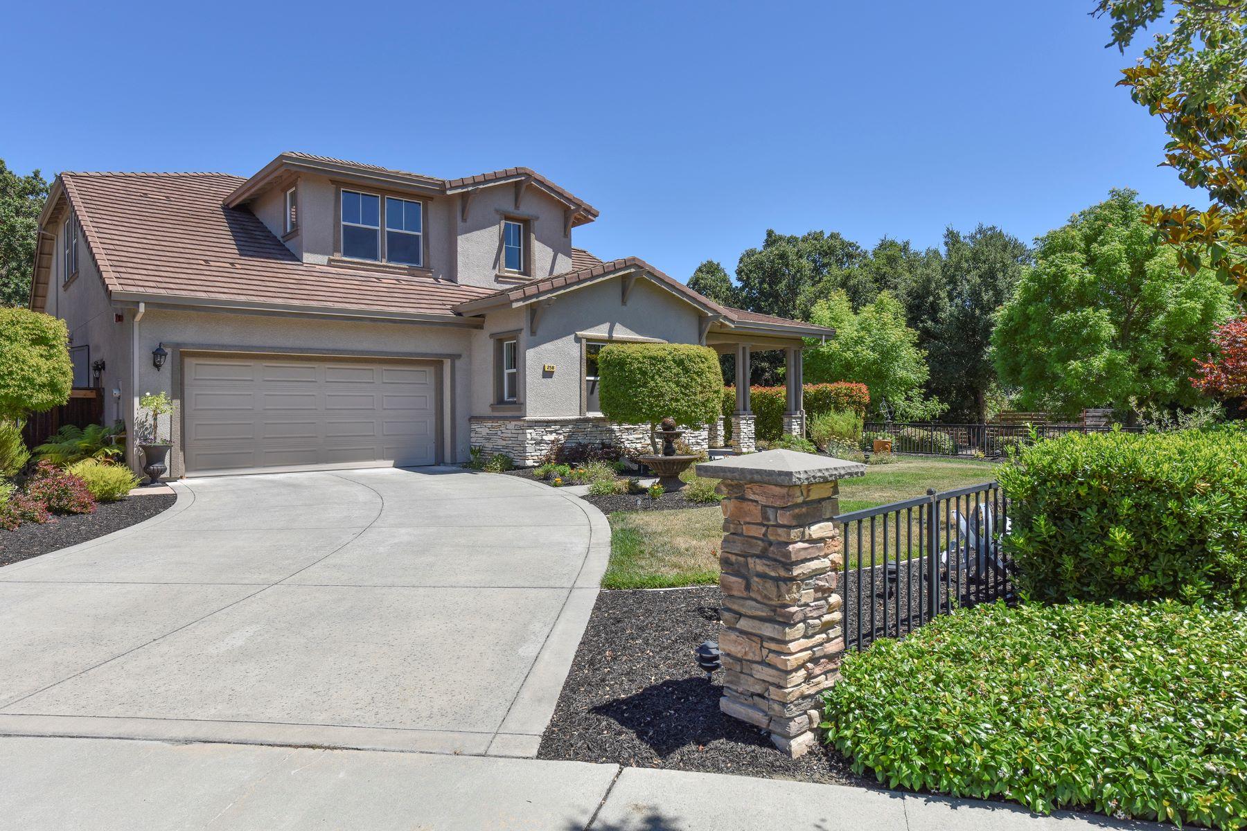 Moradia para Venda às A Spacious Home in Oak Leaf Ranch 258 Buttercup Court Napa, Califórnia, 94559 Estados Unidos