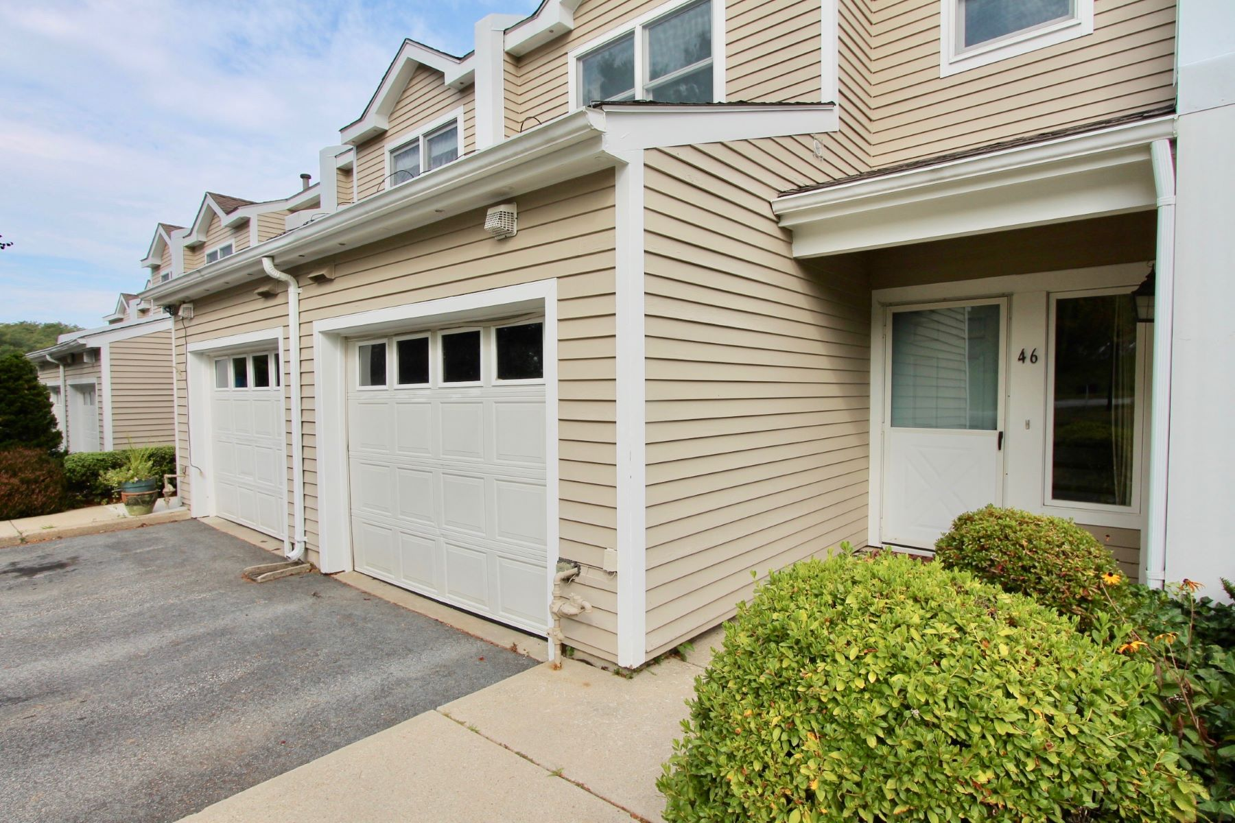 Additional photo for property listing at Bayview Townhouses 46 Lawton Brook Lane Portsmouth, Rhode Island 02871 United States
