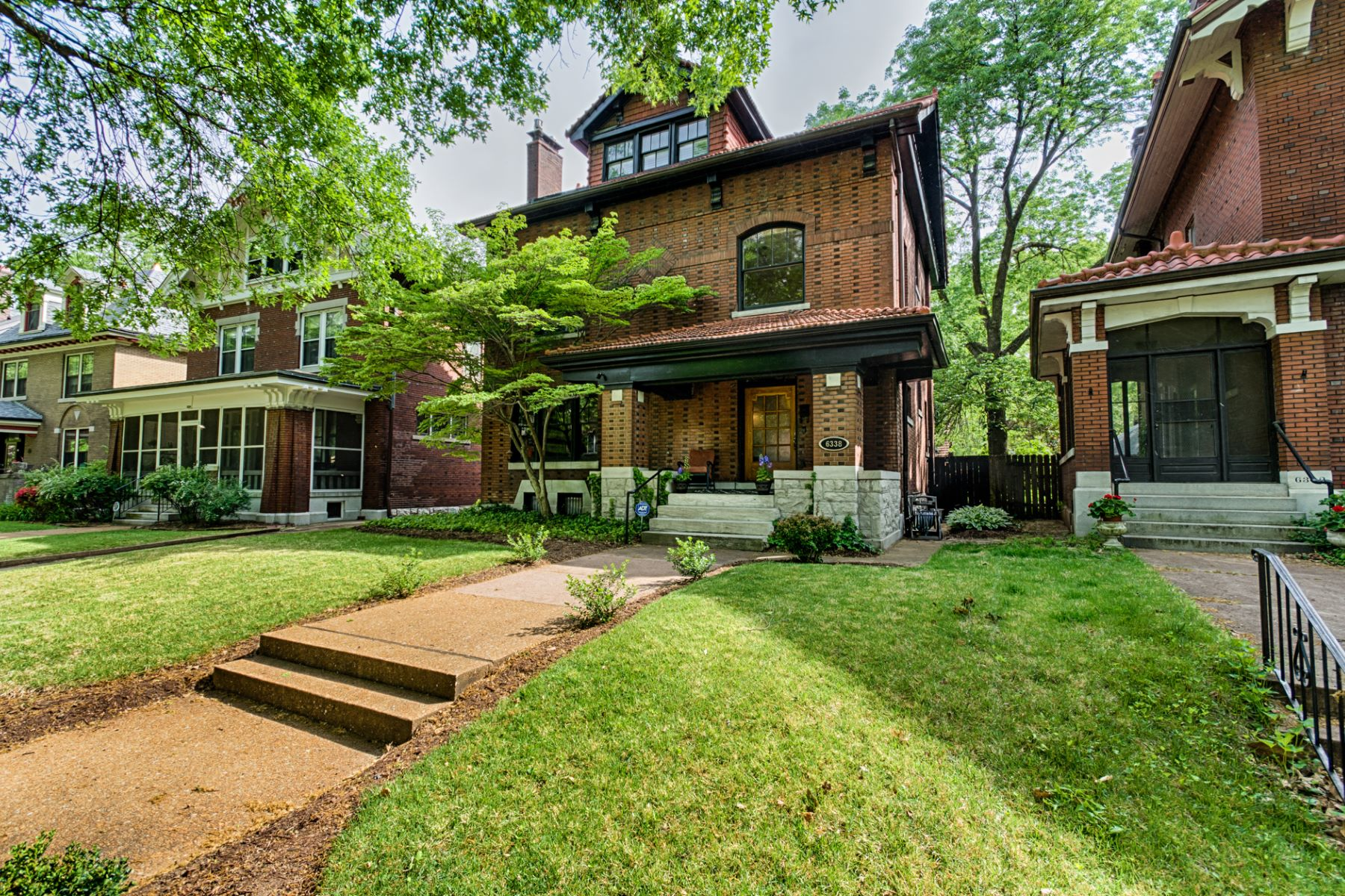 Single Family Home for Sale at Lots of character and an amazing location 6338 Waterman Avenue University City, Missouri 63130 United States