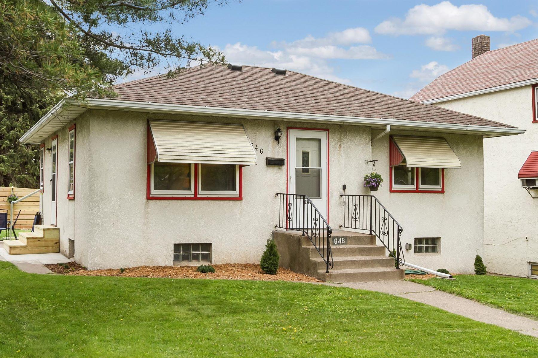 Maison unifamiliale pour l Vente à 646 Lexington Parkway N St. Paul, Minnesota, 55104 États-Unis
