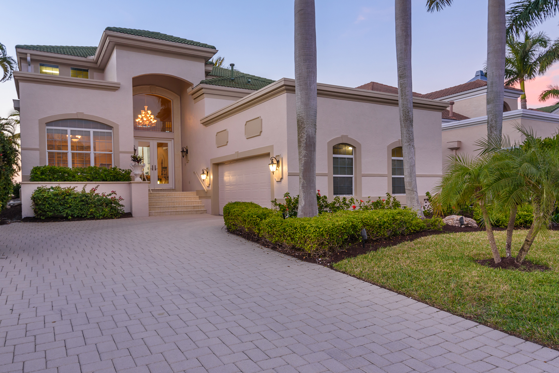 Single Family Homes por un Venta en QUEENS HARBOUR 3612 Fair Oaks Pl, Longboat Key, Florida 34228 Estados Unidos