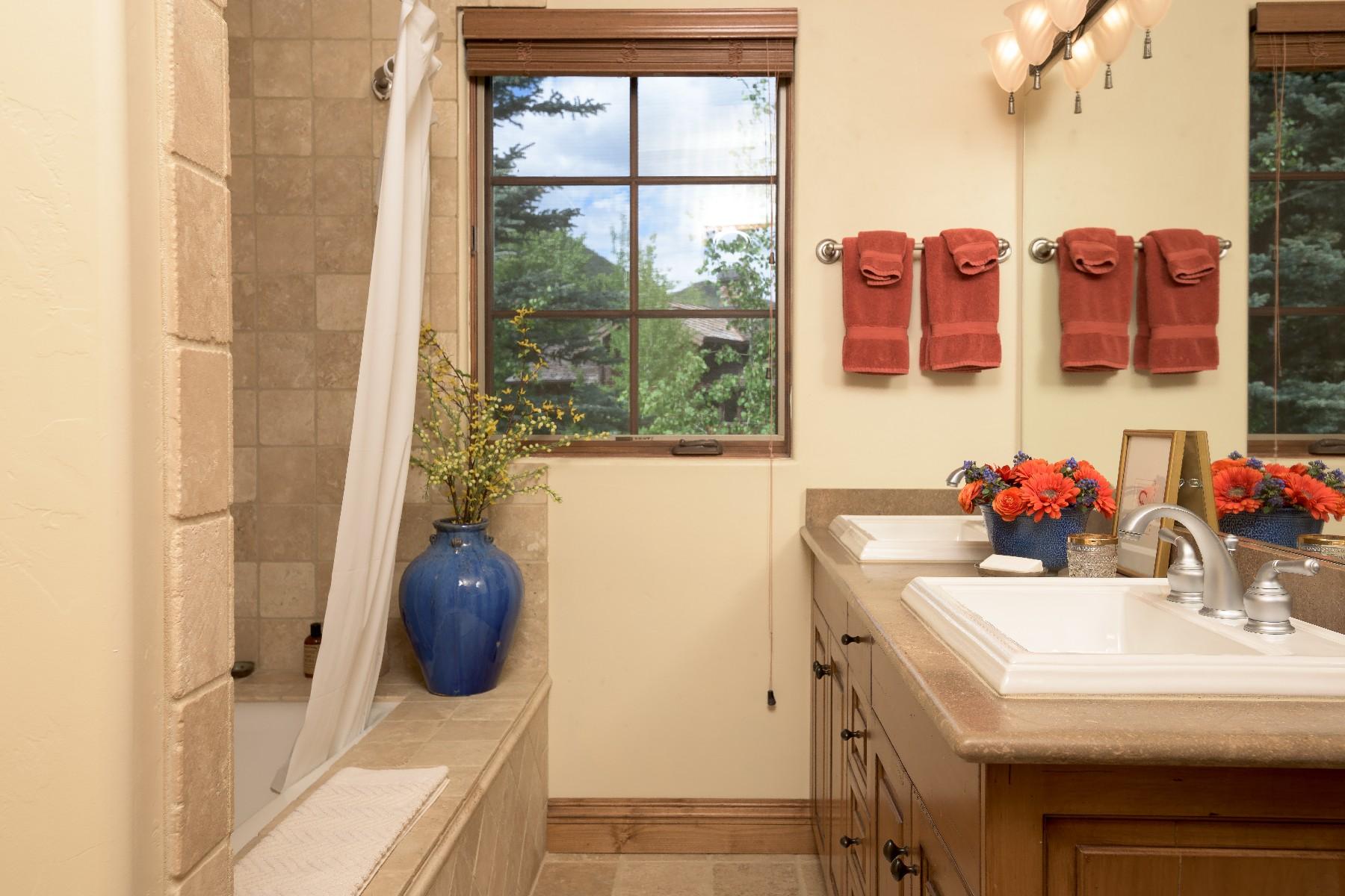 Additional photo for property listing at Mountain Elegance 1100 W Canyon Run Blvd. Ketchum, Idaho 83340 Estados Unidos