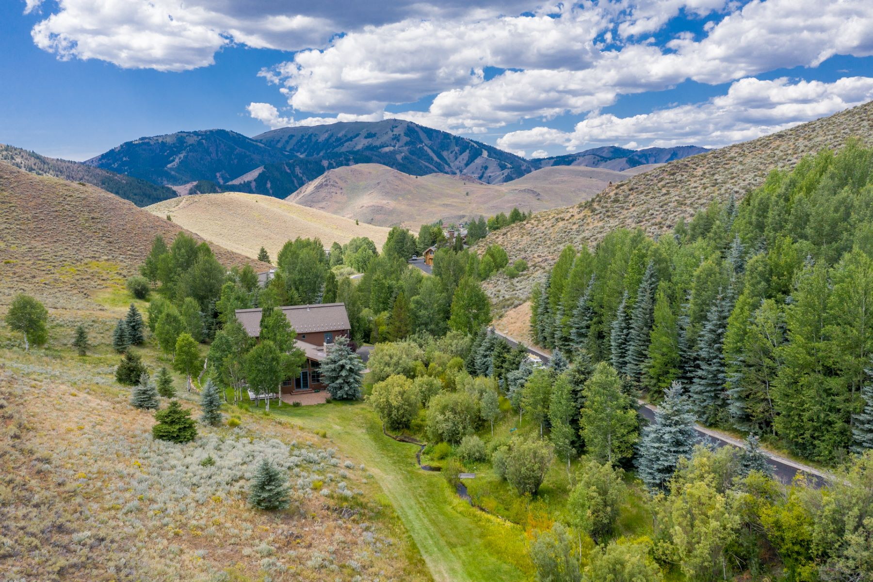 Single Family Homes のために 売買 アット A World Away, Close to Town 216 Independence Creek Road, Sun Valley, アイダホ 83353 アメリカ