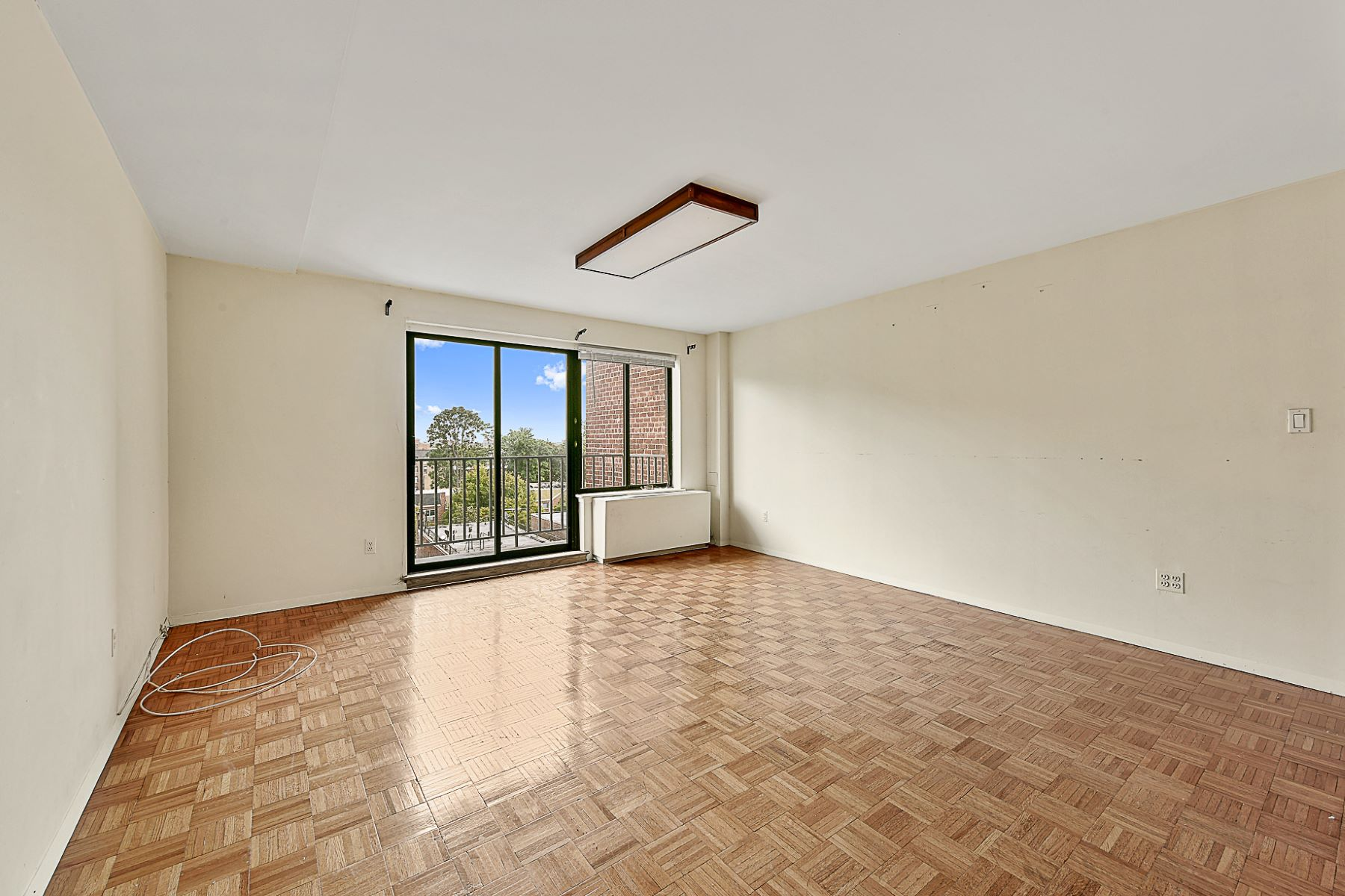 共管物業 為 出售 在 Ligth-filled 2 BR Condo near Johnson Ave 3240 Netherland Avenue 6B, Riverdale, 紐約州, 10463 美國