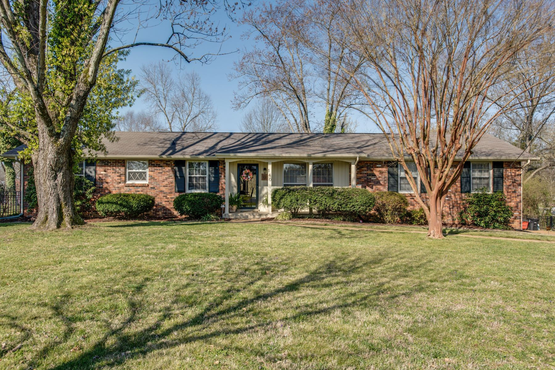 Single Family Home for Sale at Charming Home of Your Dreams! 140 Berrywood Drive Hendersonville, Tennessee 37075 United States