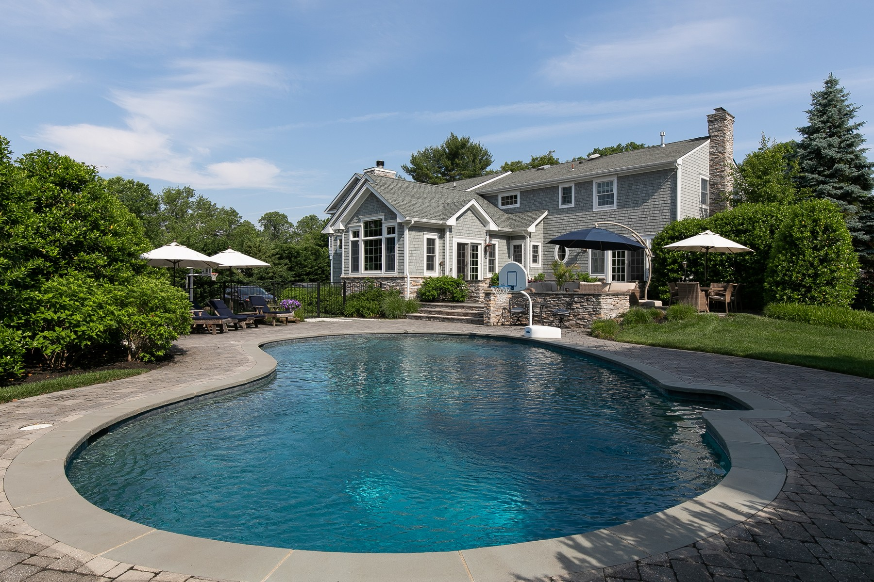 Single Family Homes pour l Vente à Stunning Custom Colonial 11 Hasler Lane, Little Silver, New Jersey 07739 États-Unis